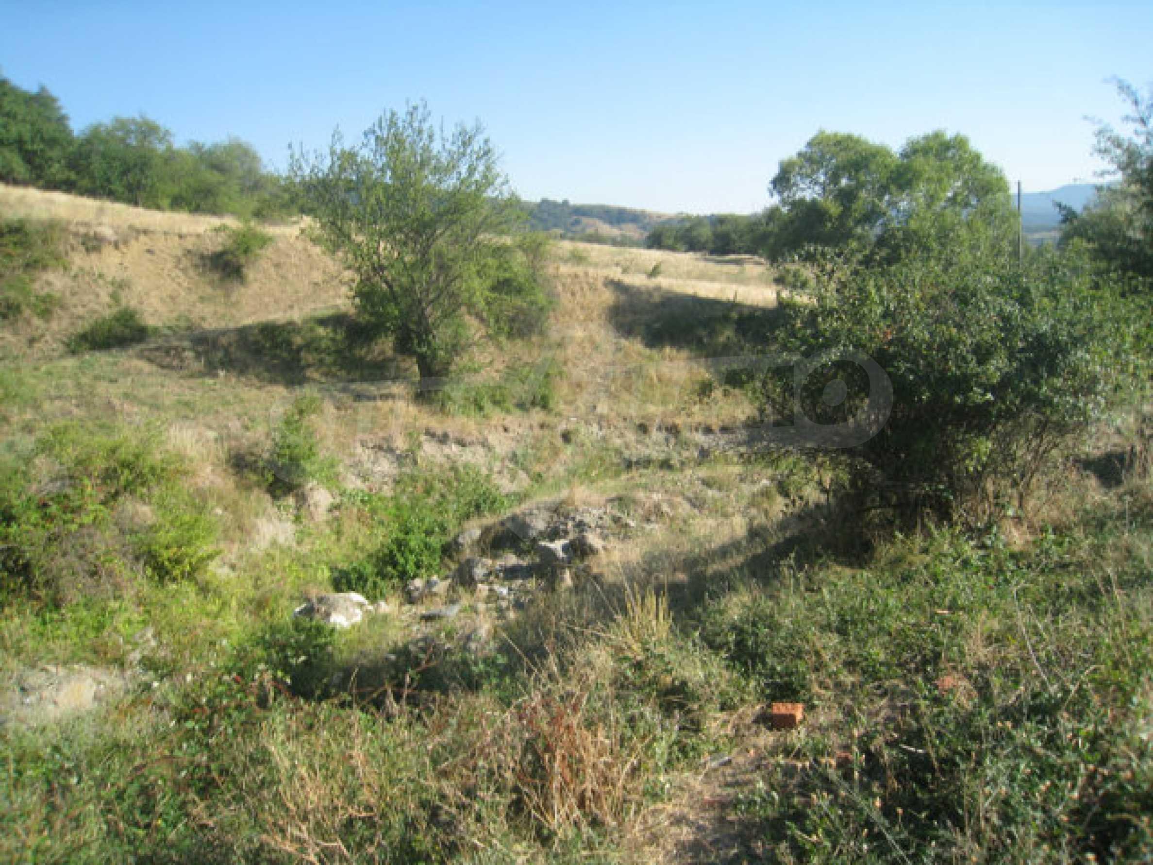 Geregeltes Grundstück in einem ruhigen Dorf in der Nähe der Balkanstraße 32