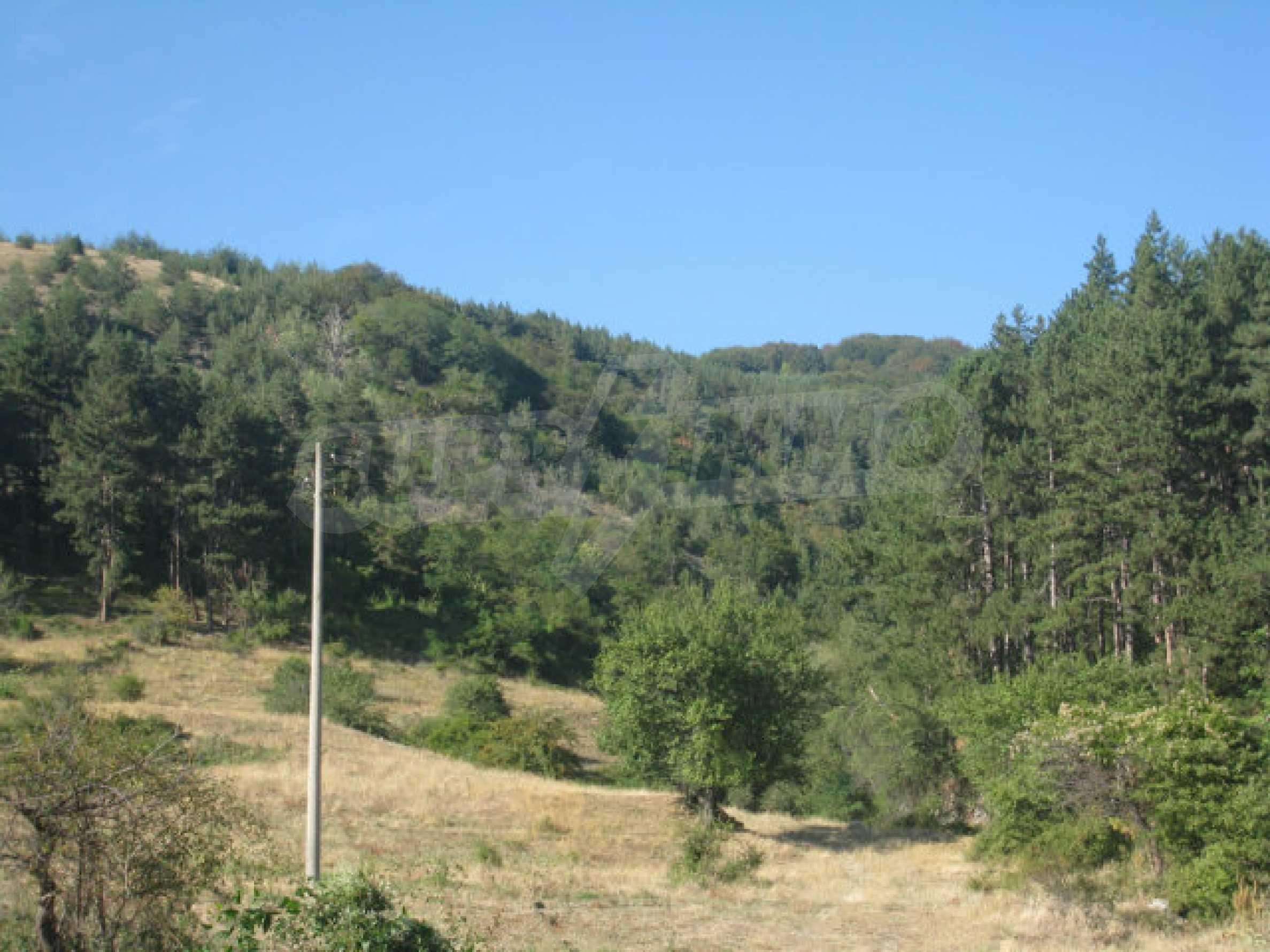 Geregeltes Grundstück in einem ruhigen Dorf in der Nähe der Balkanstraße 8