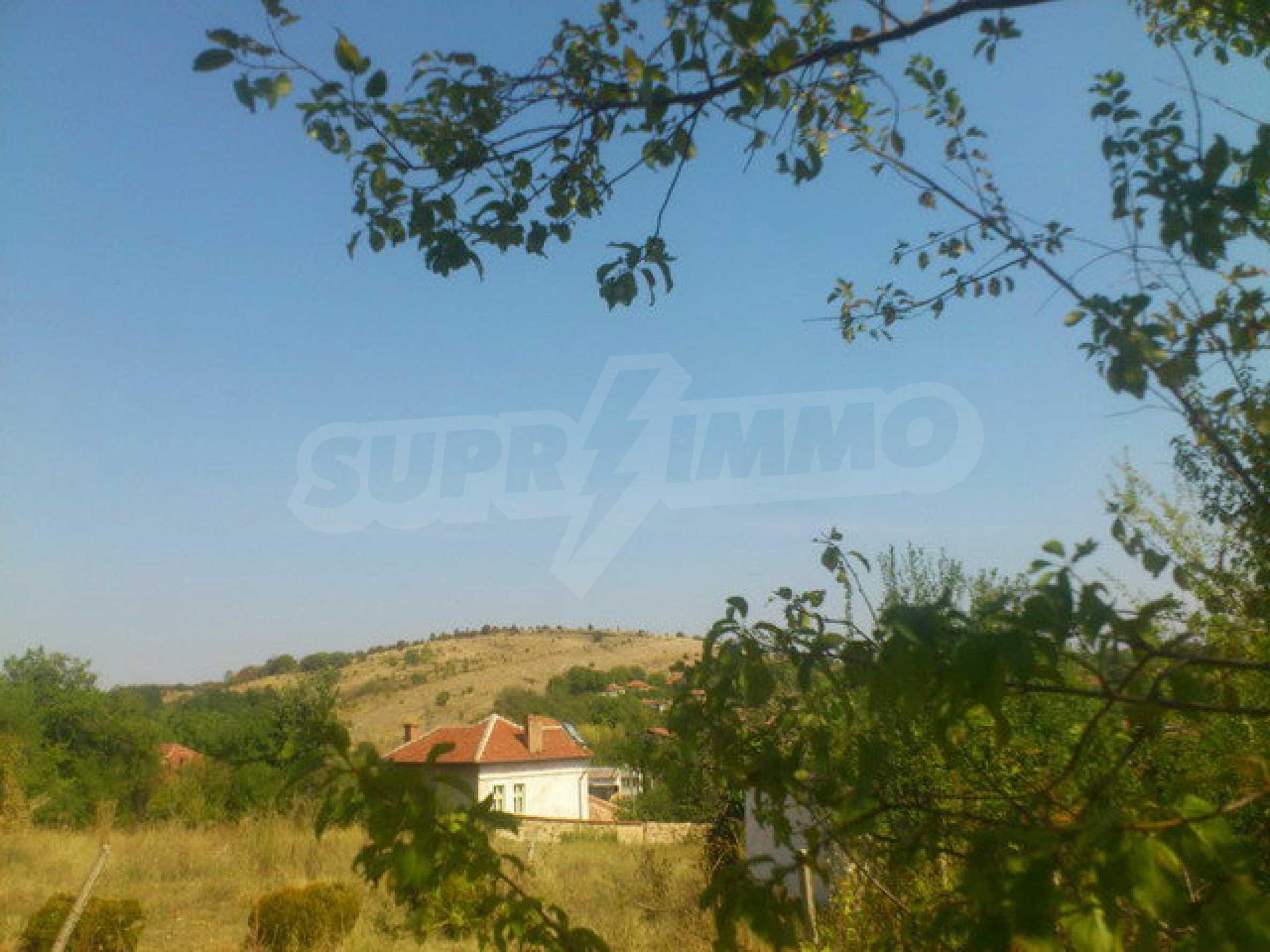 Geregeltes Grundstück in einem Dorf 30 km. von Veliko Tarnovo 11