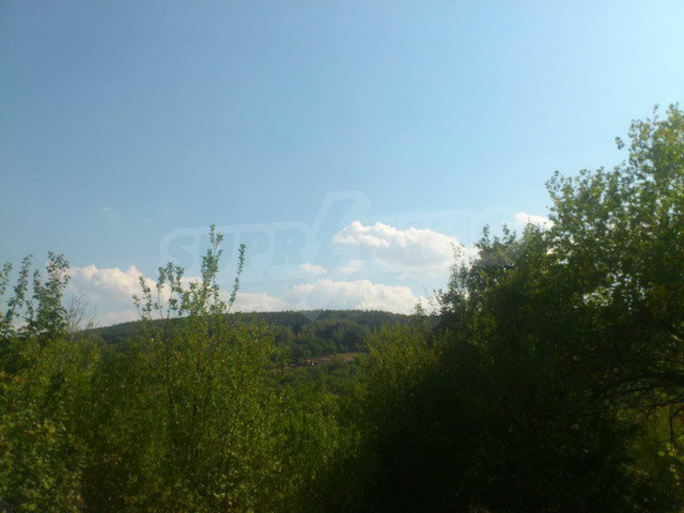 Geregeltes Grundstück in einem Dorf 30 km. von Veliko Tarnovo 13