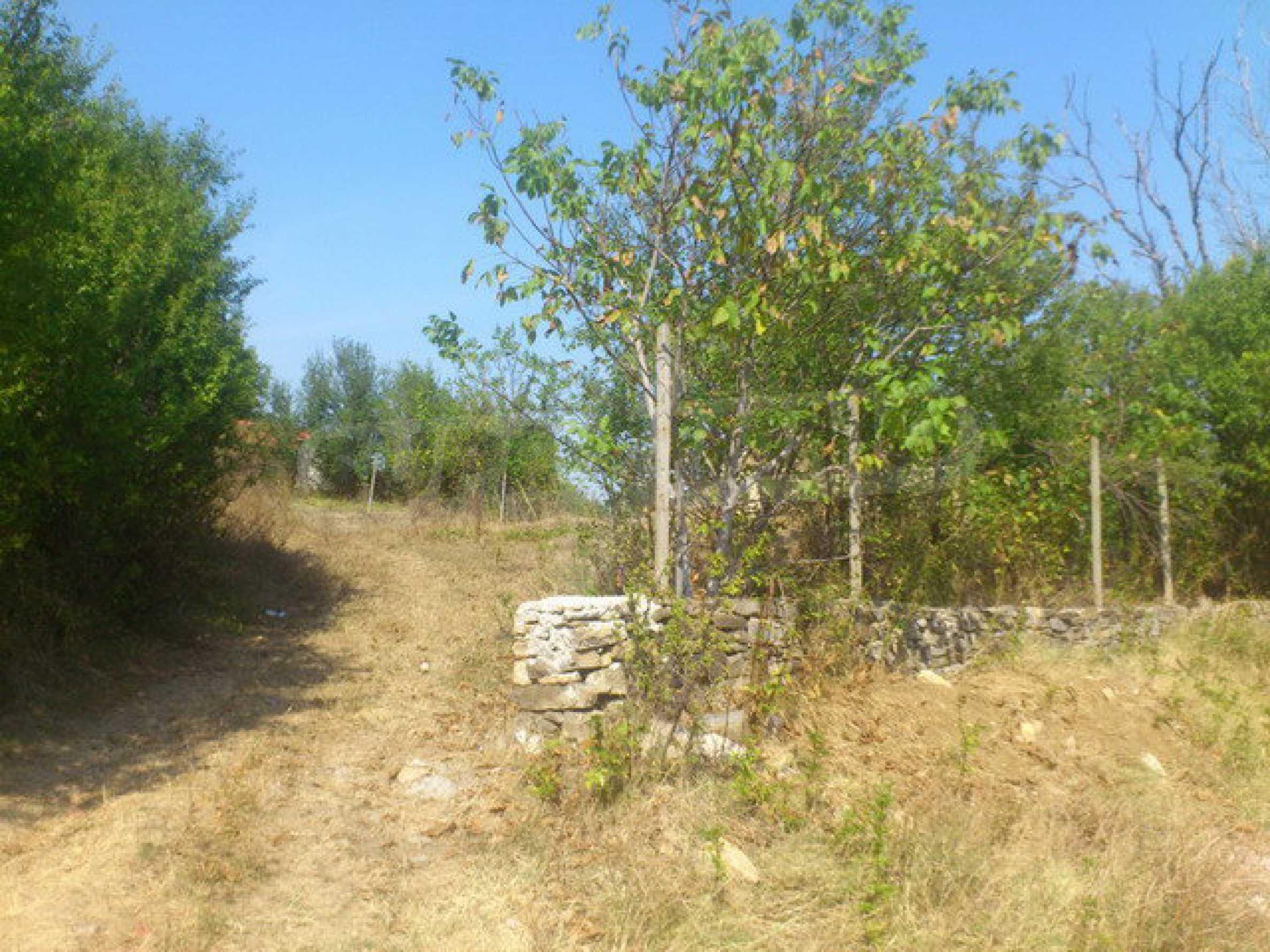 Geregeltes Grundstück in einem Dorf 30 km. von Veliko Tarnovo 2