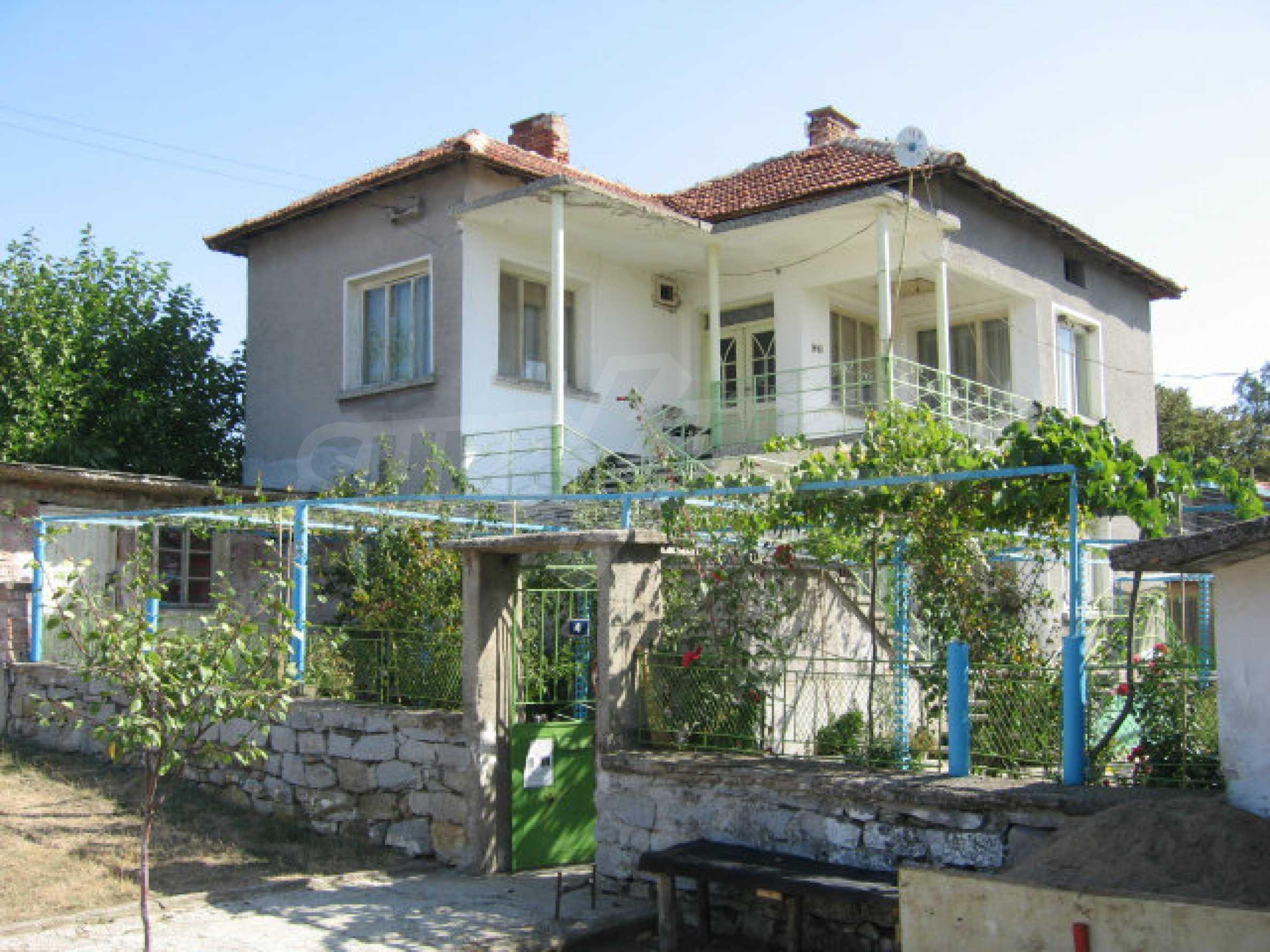 Großes und solides Haus mit einem Garten in einer schönen ländlichen Gegend in der Nähe von Topolovgrad und Elhovo