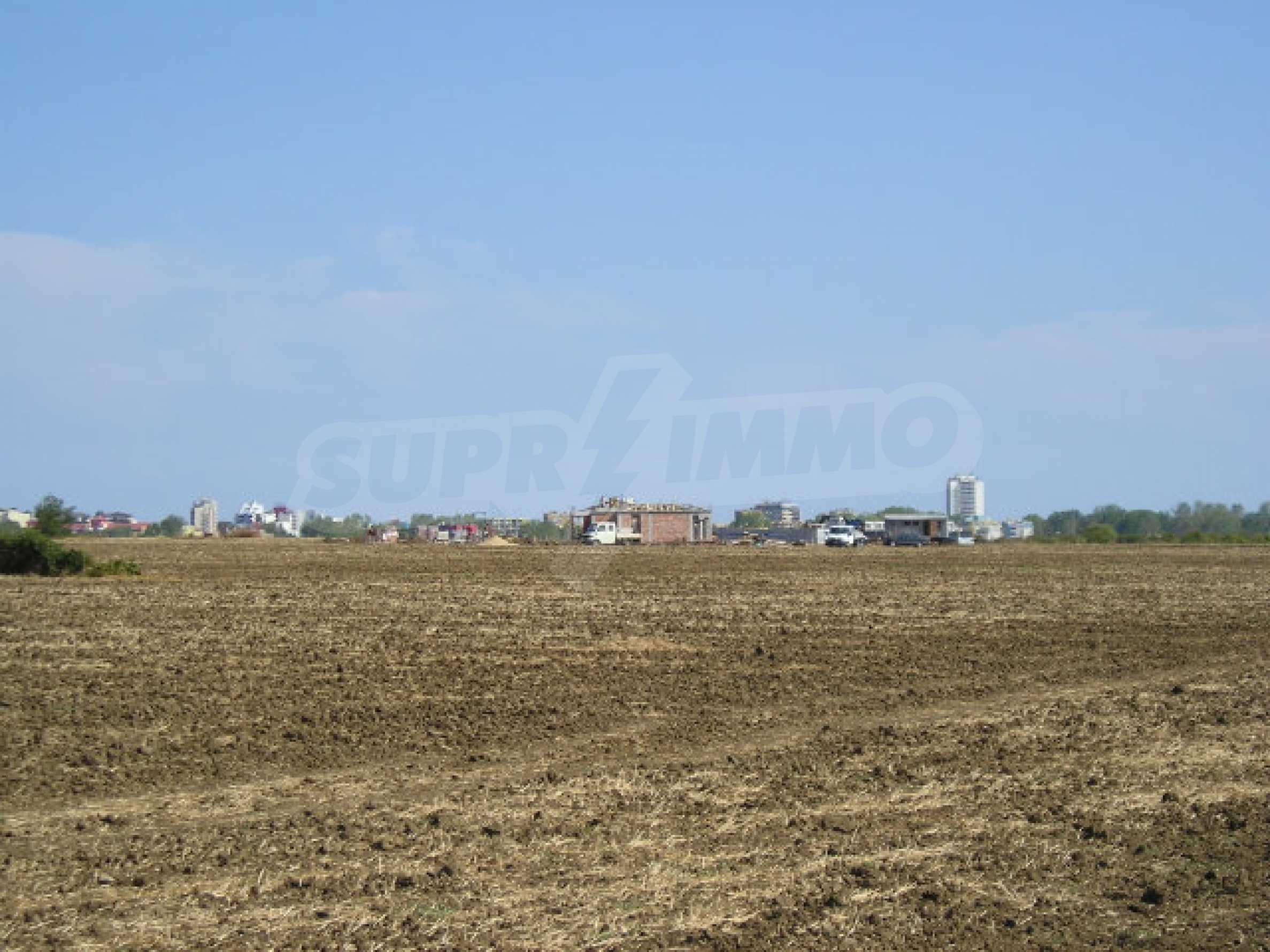 Bauland zum Verkauf in der Nähe von Sonnenstrand 6