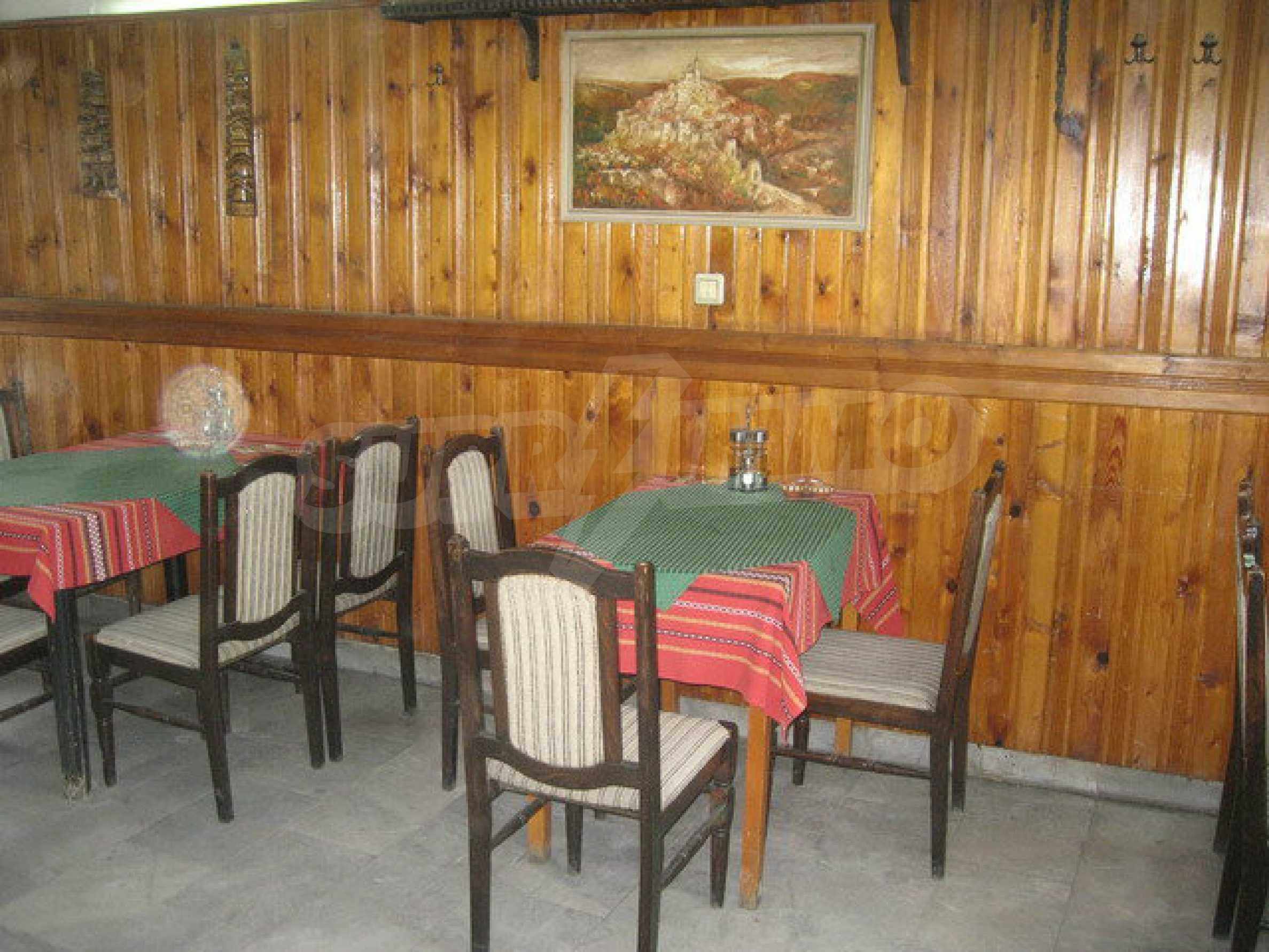 Funktionierendes Gasthaus / Taverne Meter vom Zaren-Assen-I-Platz in der alten Hauptstadt entfernt 10