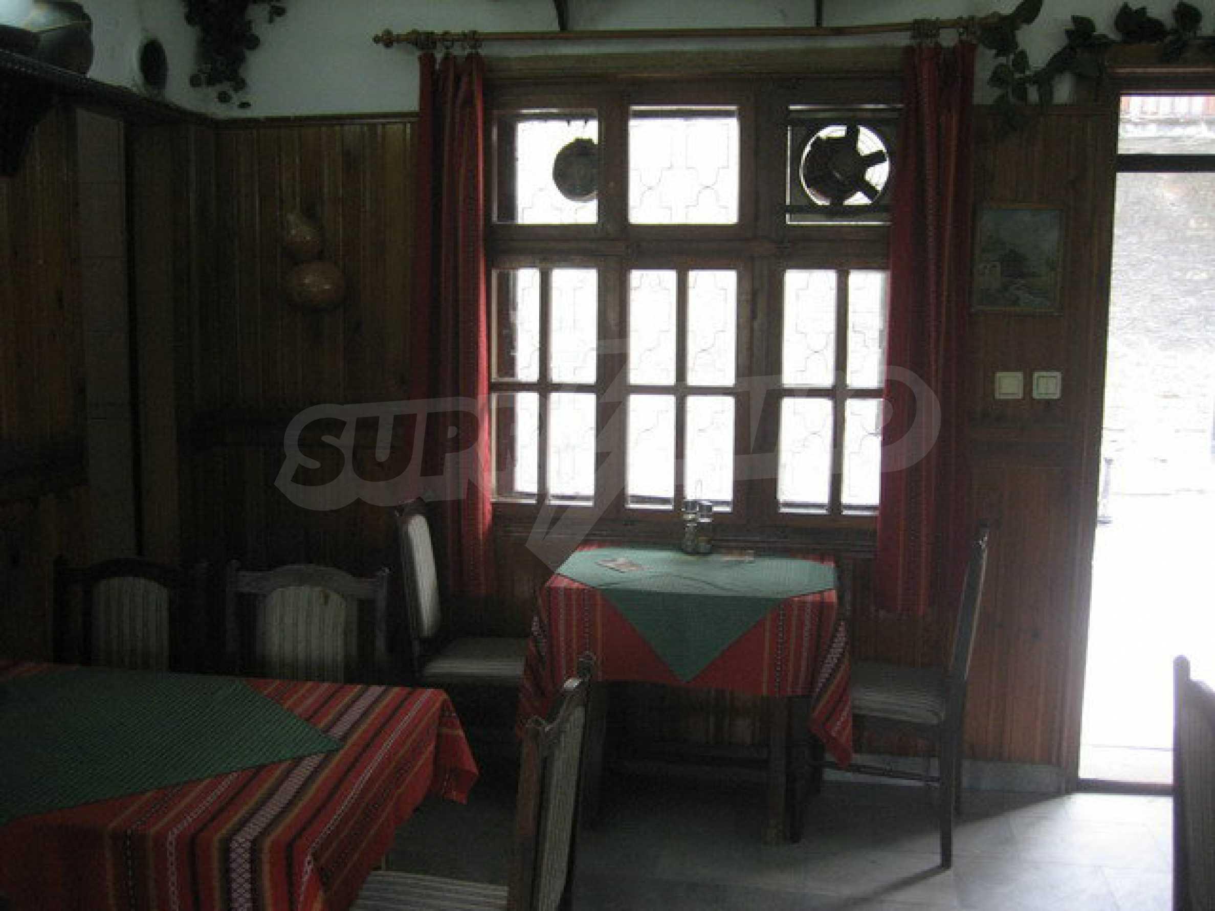 Functioning inn / tavern near the square Tsar Asen I in the old capital 14