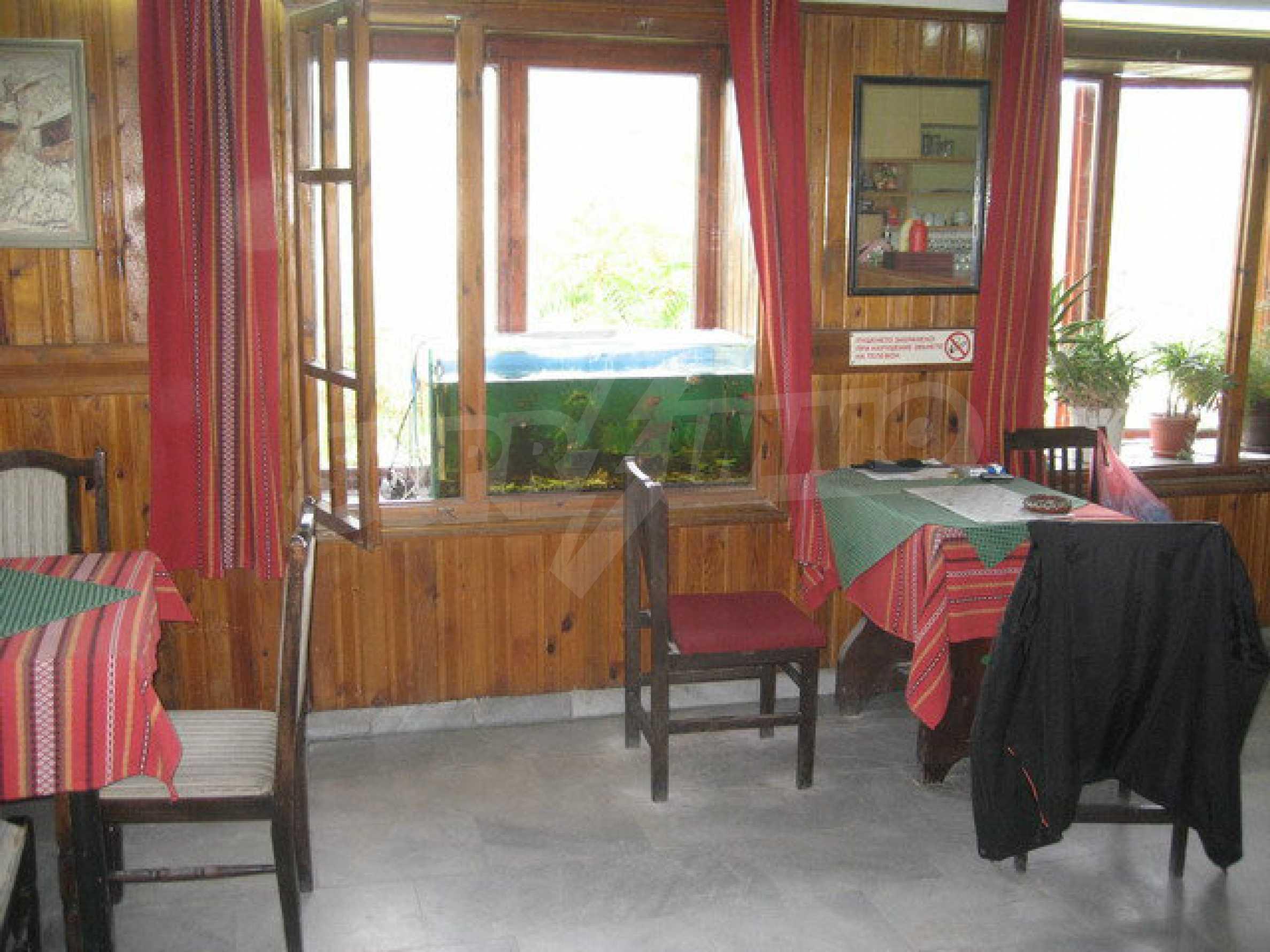 Funktionierendes Gasthaus / Taverne Meter vom Zaren-Assen-I-Platz in der alten Hauptstadt entfernt 1