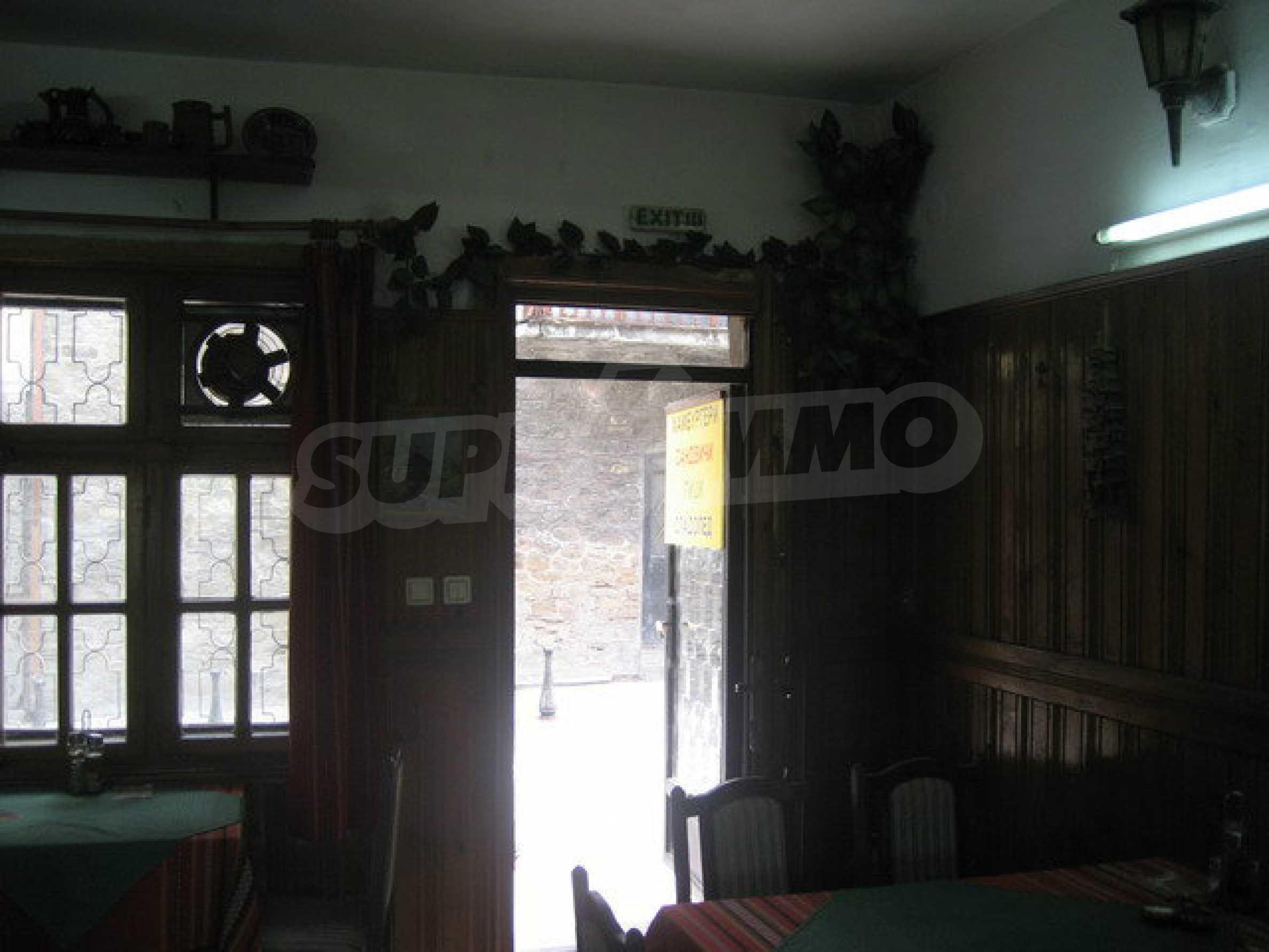 Funktionierendes Gasthaus / Taverne Meter vom Zaren-Assen-I-Platz in der alten Hauptstadt entfernt 2