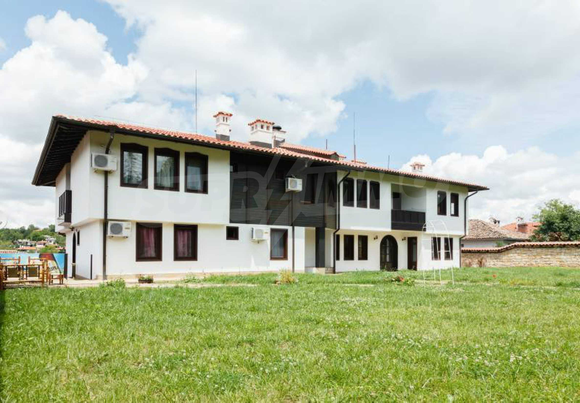 Fully equipped hotel, a restaurant, a house and a yard in the center of popular Arbanassi village 3