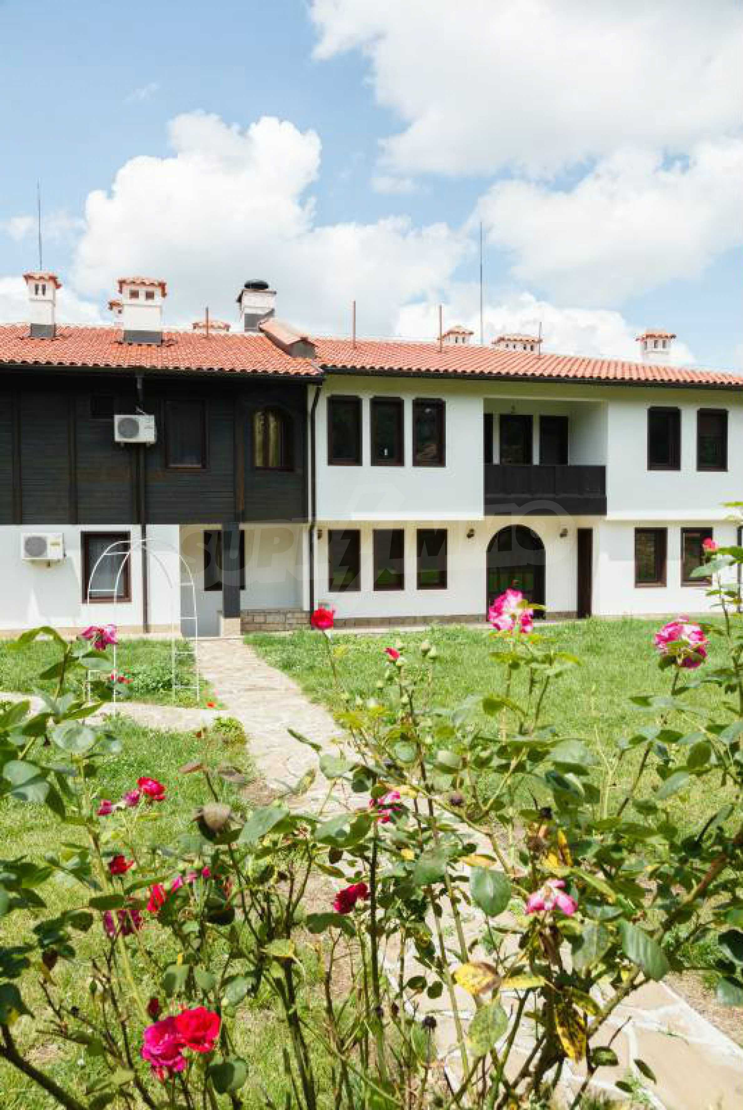 Fully equipped hotel, a restaurant, a house and a yard in the center of popular Arbanassi village 6
