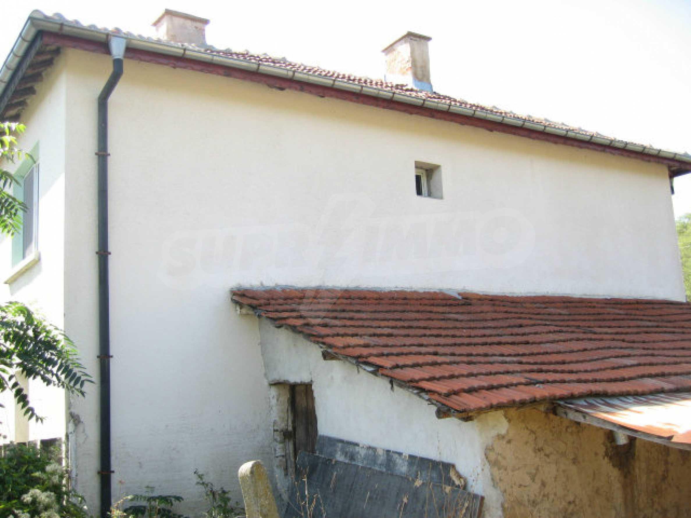 Renovated two-storey house with garden near Elhovo 25