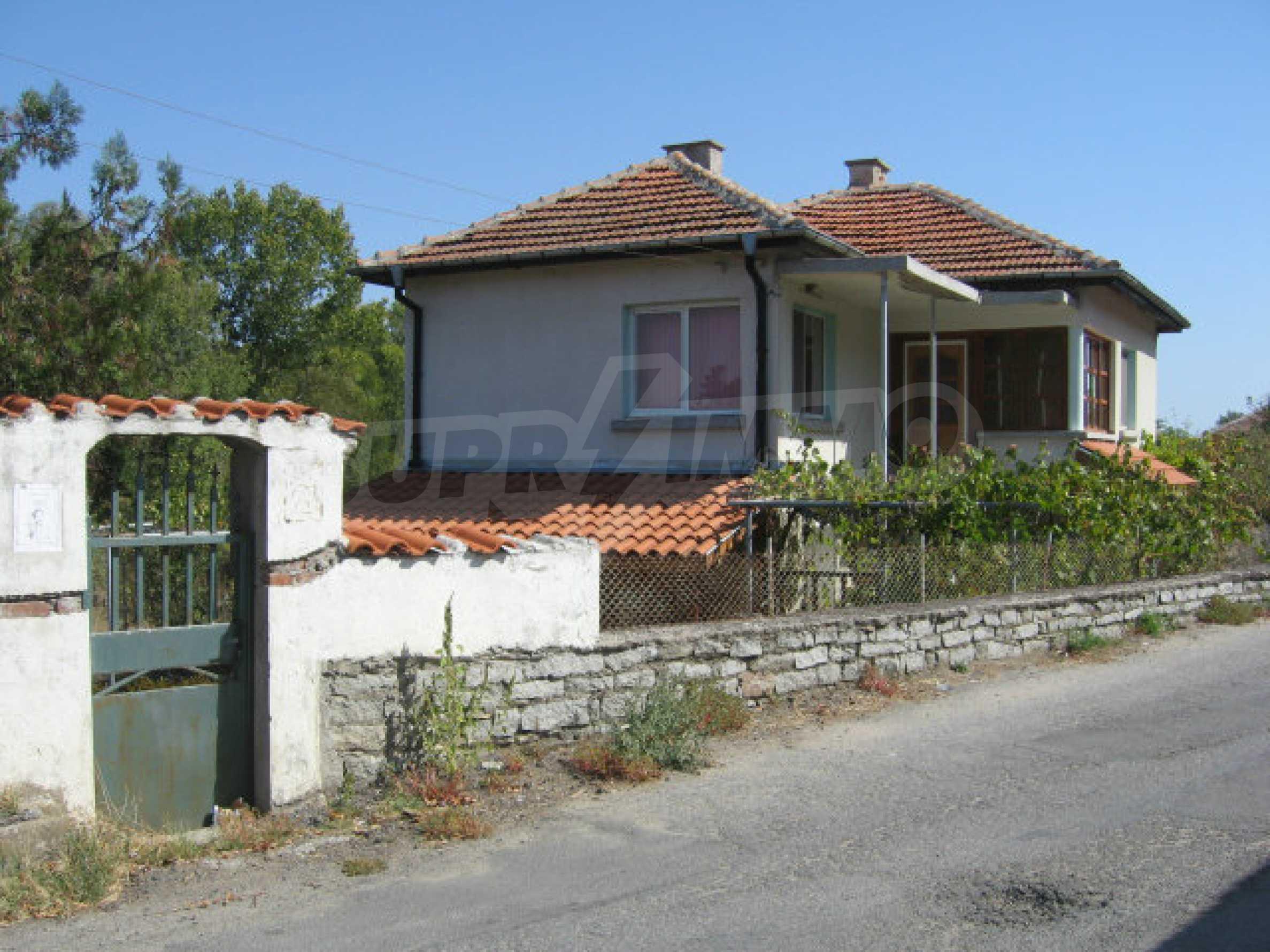 Renovated two-storey house with garden near Elhovo 41