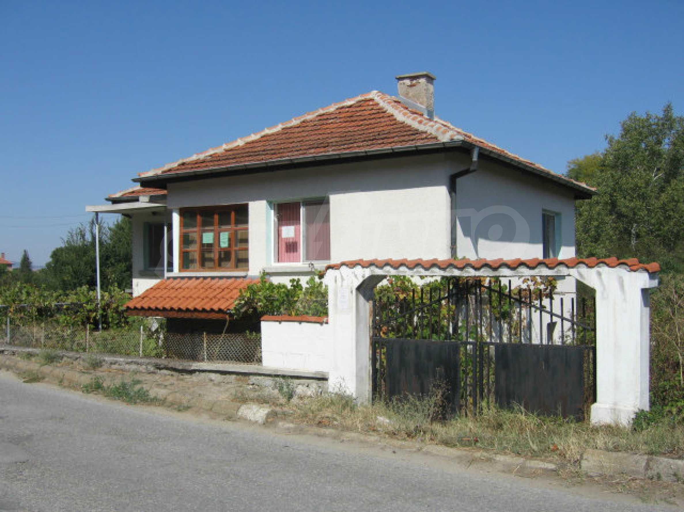 Renovated two-storey house with garden near Elhovo 43