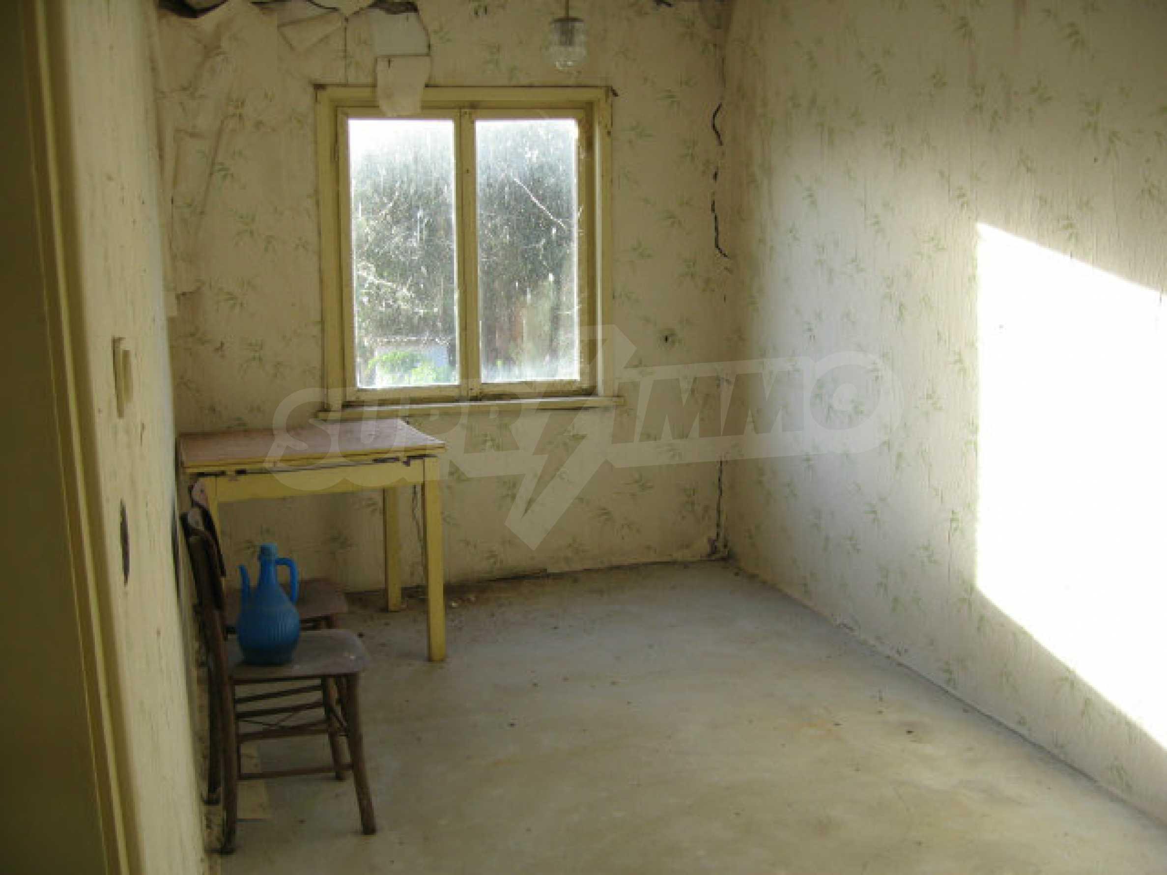 Sonniges zweistöckiges Haus in einem kleinen Dorf in der Nähe der Flüsse Tundzha und Elhovo 9
