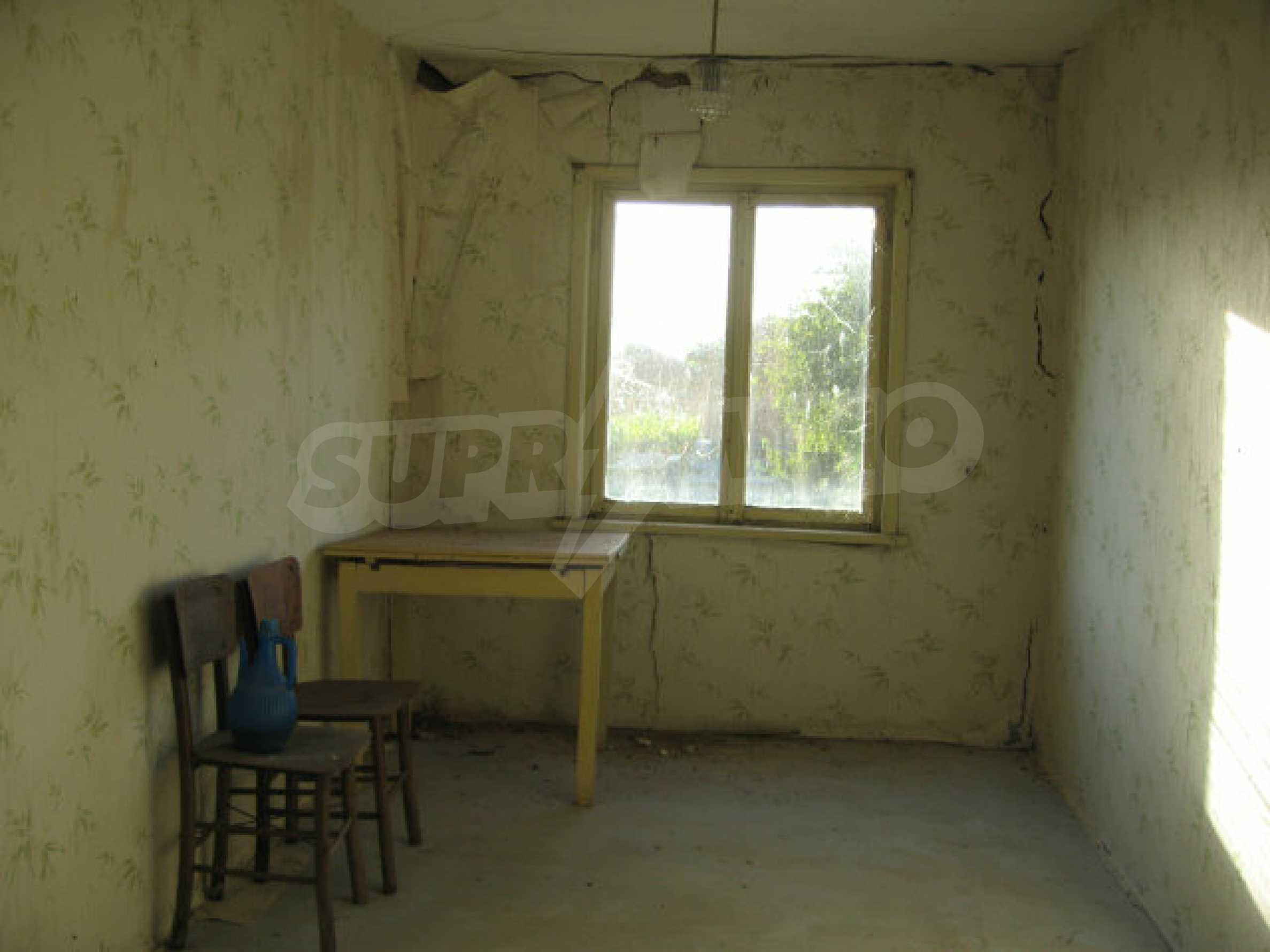 Sonniges zweistöckiges Haus in einem kleinen Dorf in der Nähe der Flüsse Tundzha und Elhovo 10