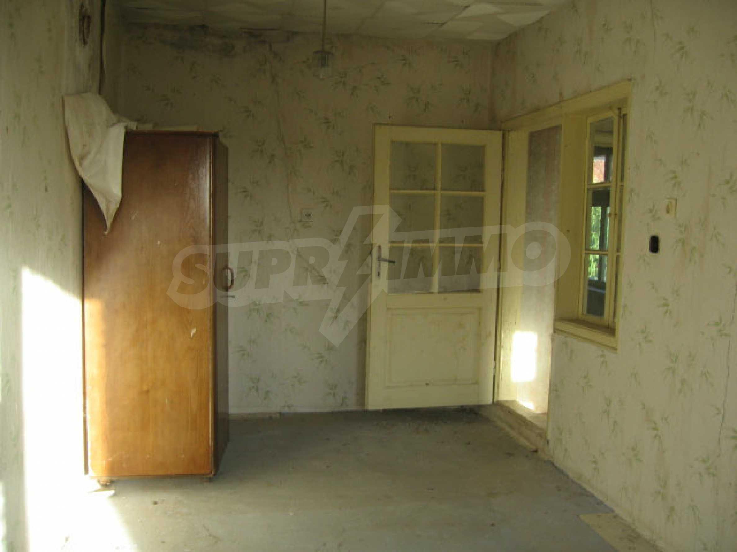 Sonniges zweistöckiges Haus in einem kleinen Dorf in der Nähe der Flüsse Tundzha und Elhovo 11