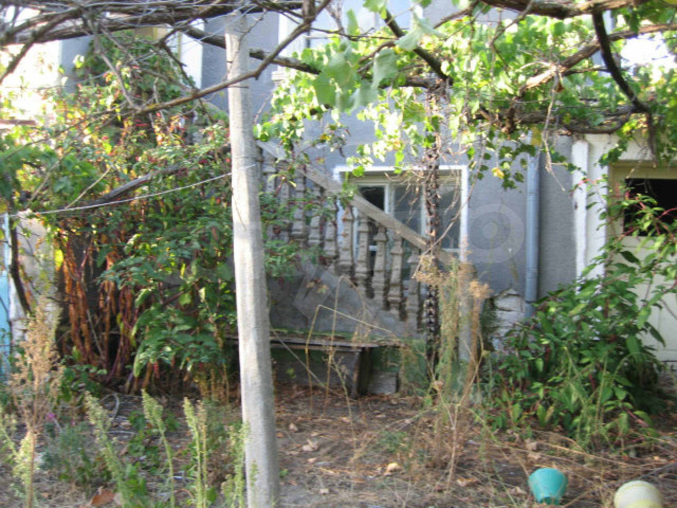 Sonniges zweistöckiges Haus in einem kleinen Dorf in der Nähe der Flüsse Tundzha und Elhovo 21