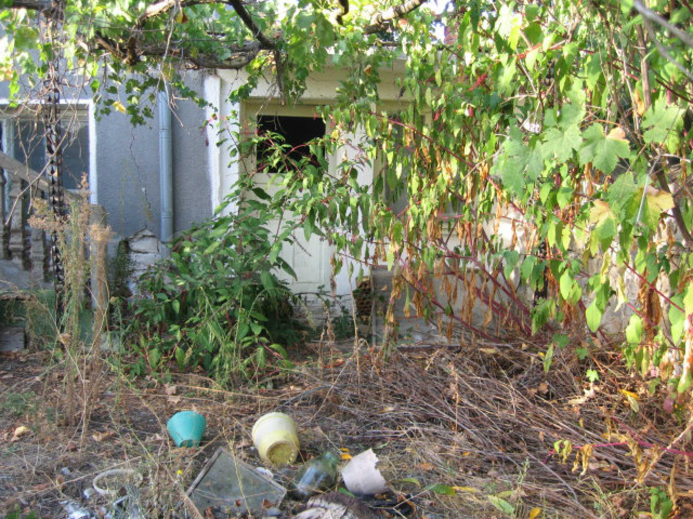 Sonniges zweistöckiges Haus in einem kleinen Dorf in der Nähe der Flüsse Tundzha und Elhovo 23