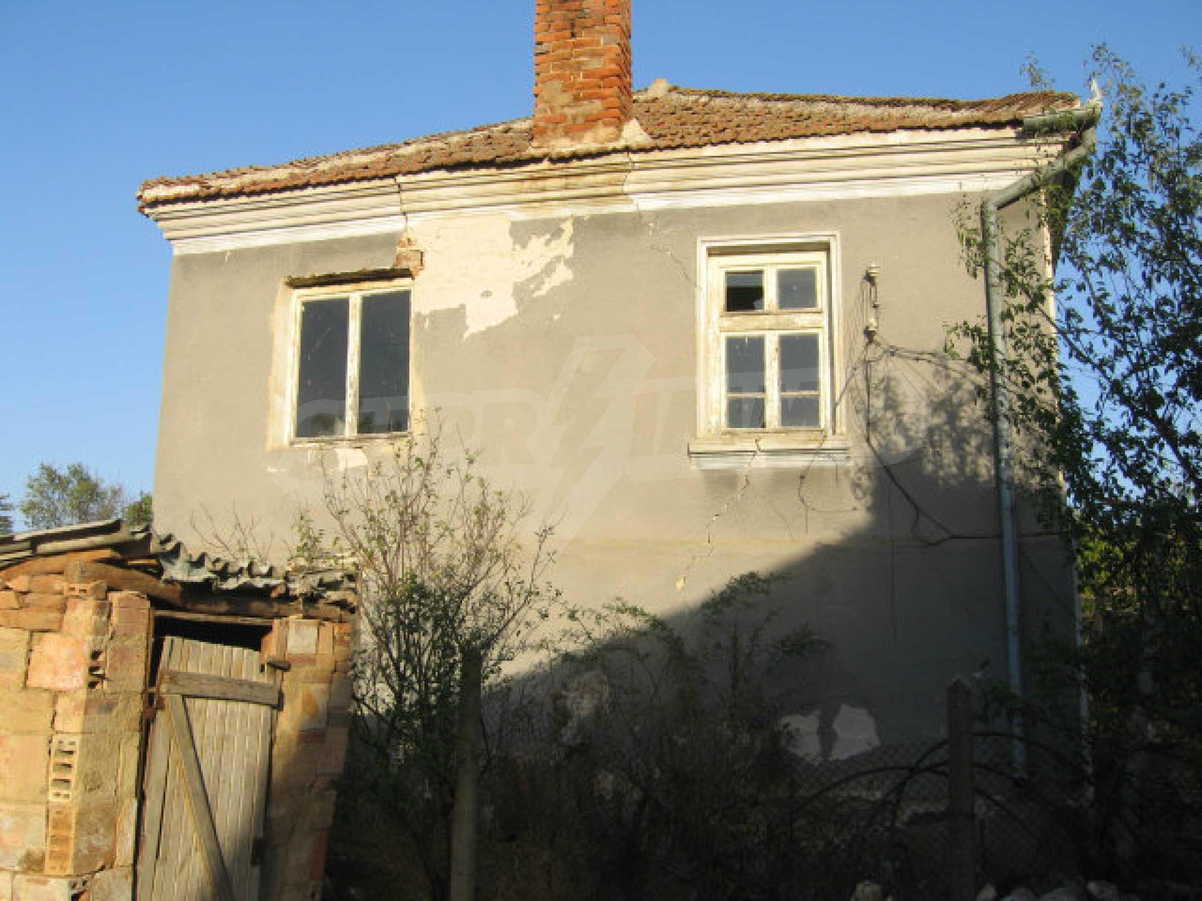 Sonniges zweistöckiges Haus in einem kleinen Dorf in der Nähe der Flüsse Tundzha und Elhovo 24