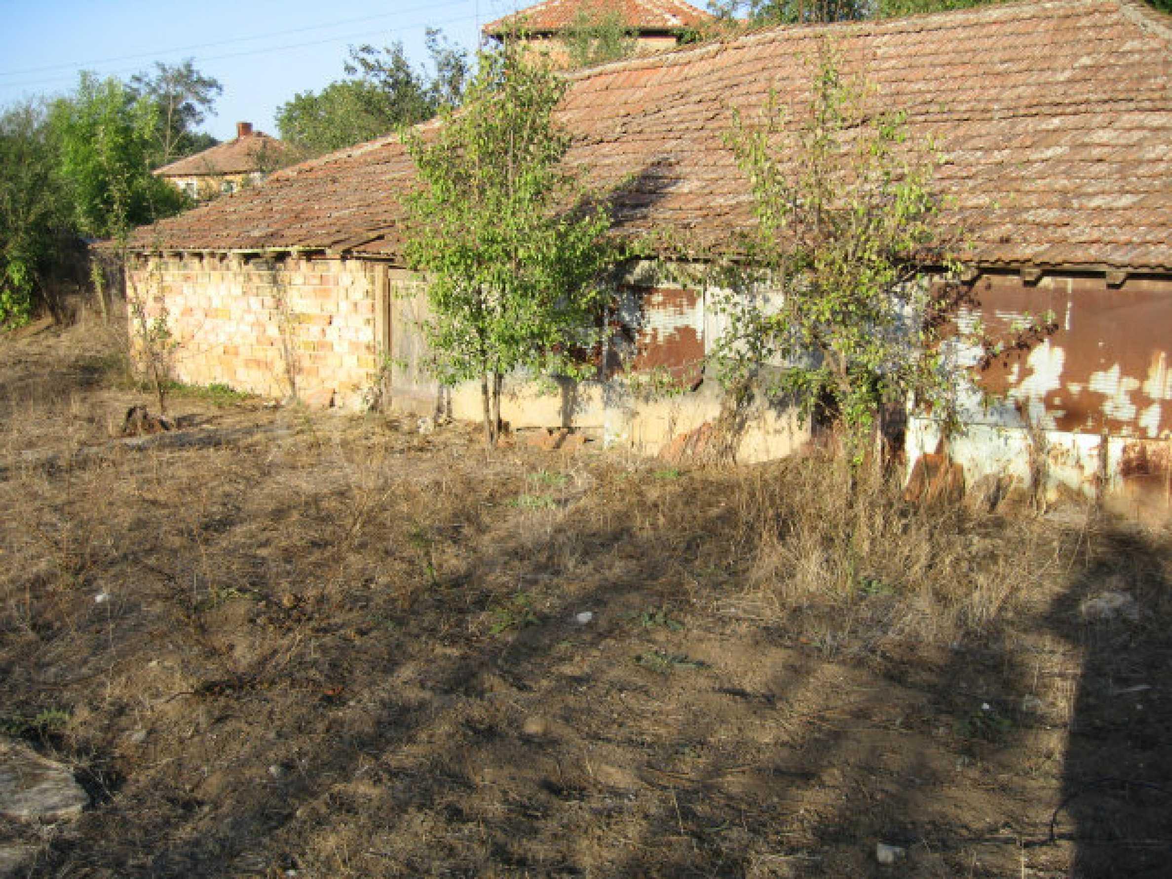 Sonniges zweistöckiges Haus in einem kleinen Dorf in der Nähe der Flüsse Tundzha und Elhovo 25