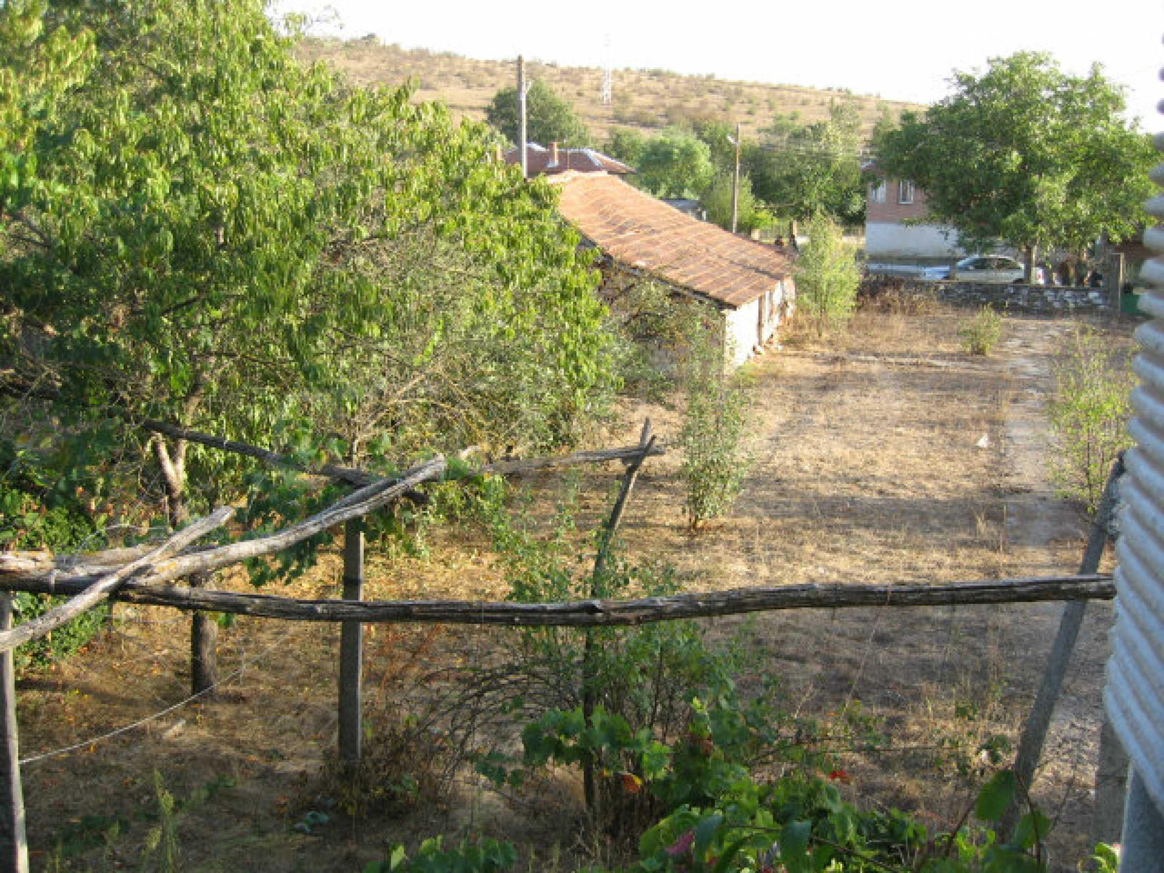 Sonniges zweistöckiges Haus in einem kleinen Dorf in der Nähe der Flüsse Tundzha und Elhovo 29