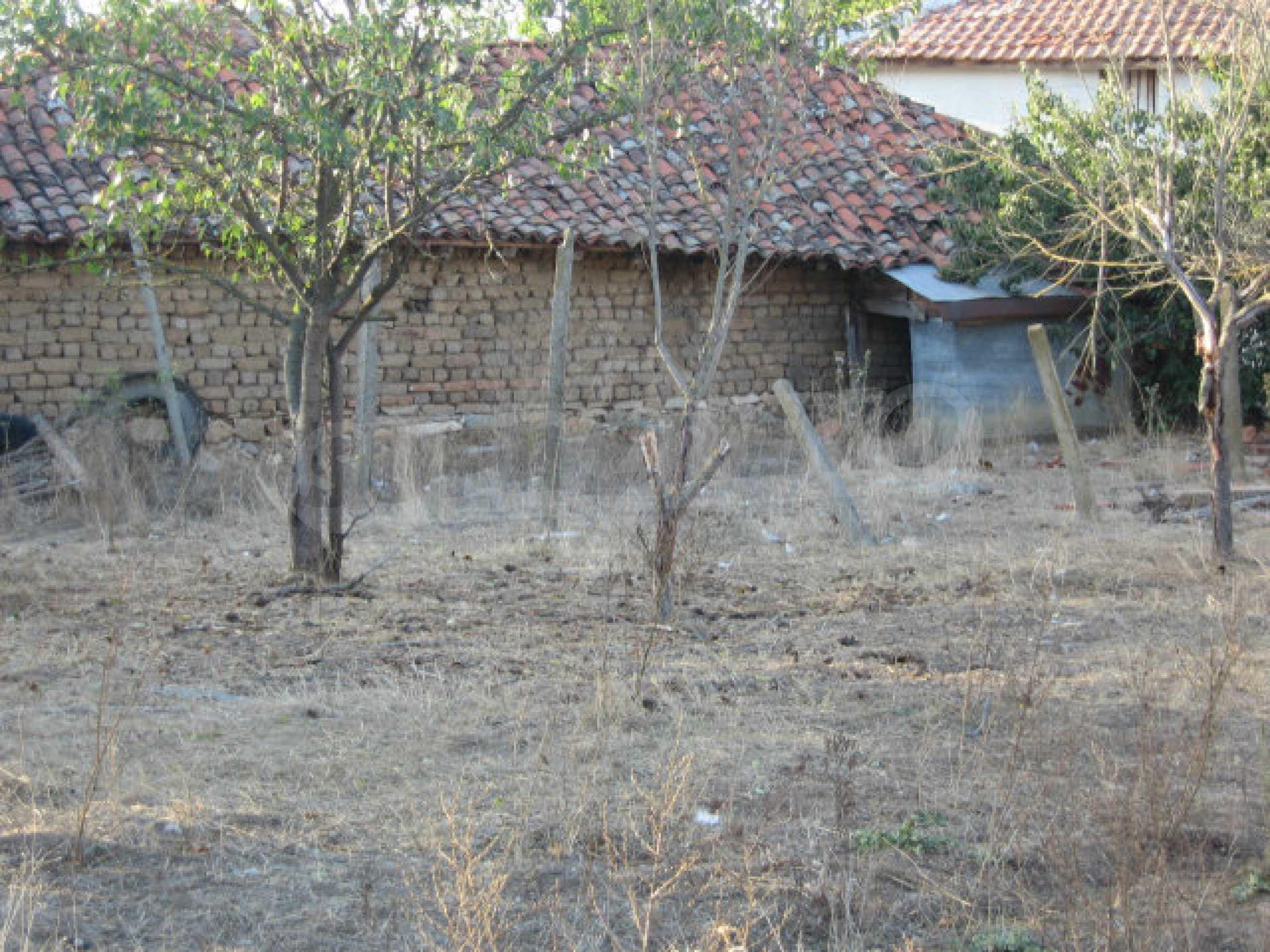 Sonniges zweistöckiges Haus in einem kleinen Dorf in der Nähe der Flüsse Tundzha und Elhovo 32