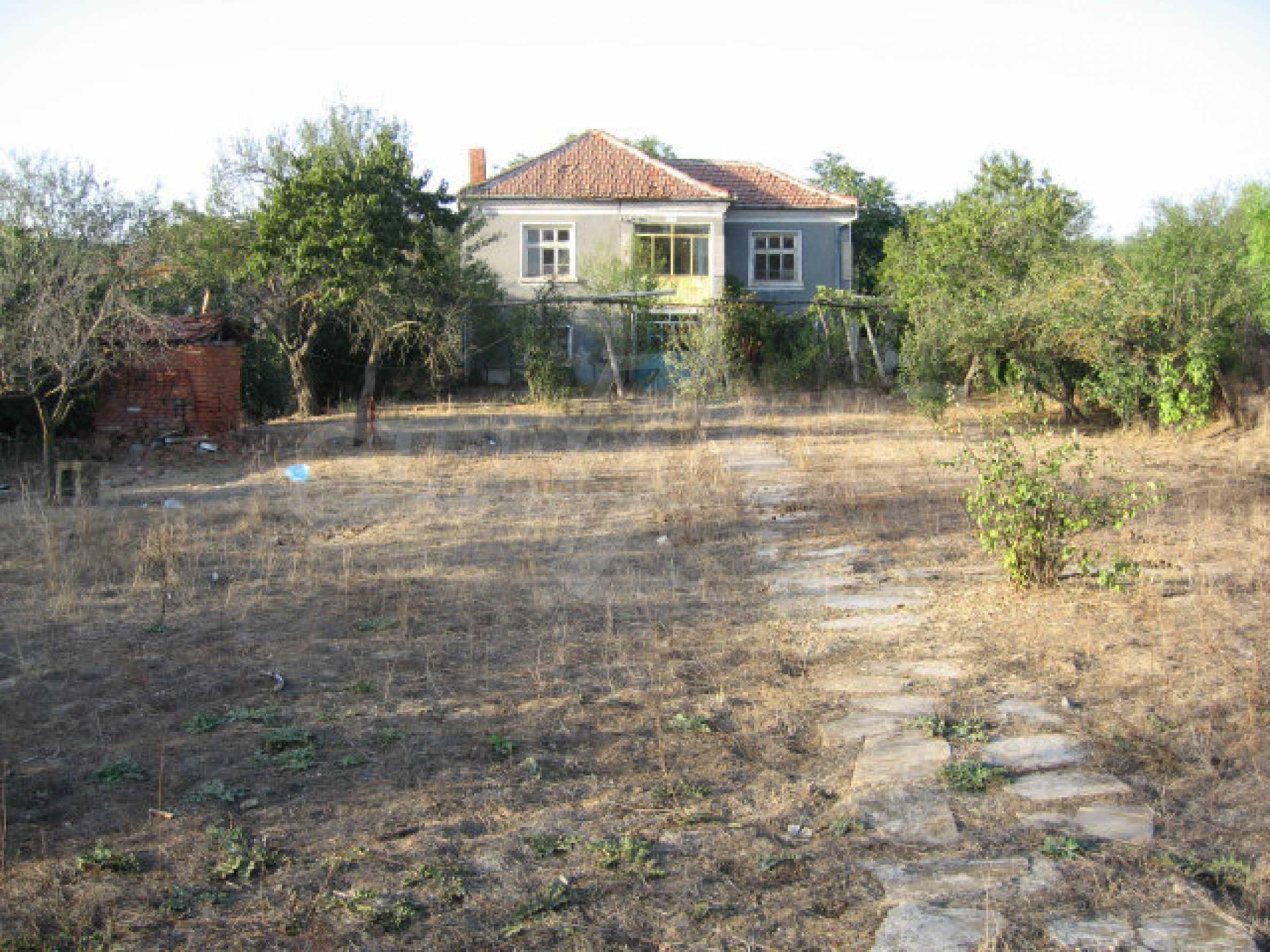 Sonniges zweistöckiges Haus in einem kleinen Dorf in der Nähe der Flüsse Tundzha und Elhovo 33