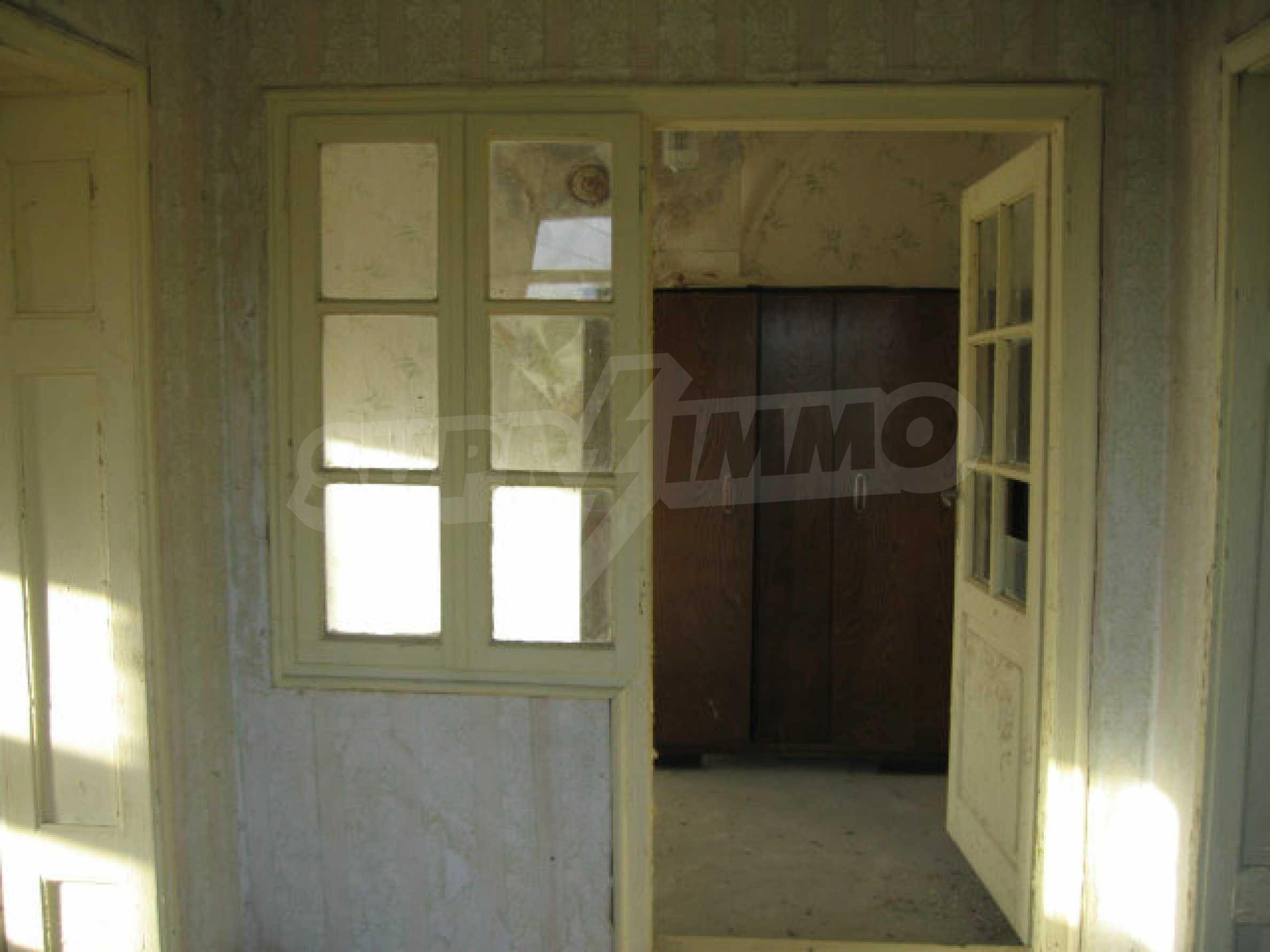 Sonniges zweistöckiges Haus in einem kleinen Dorf in der Nähe der Flüsse Tundzha und Elhovo 8