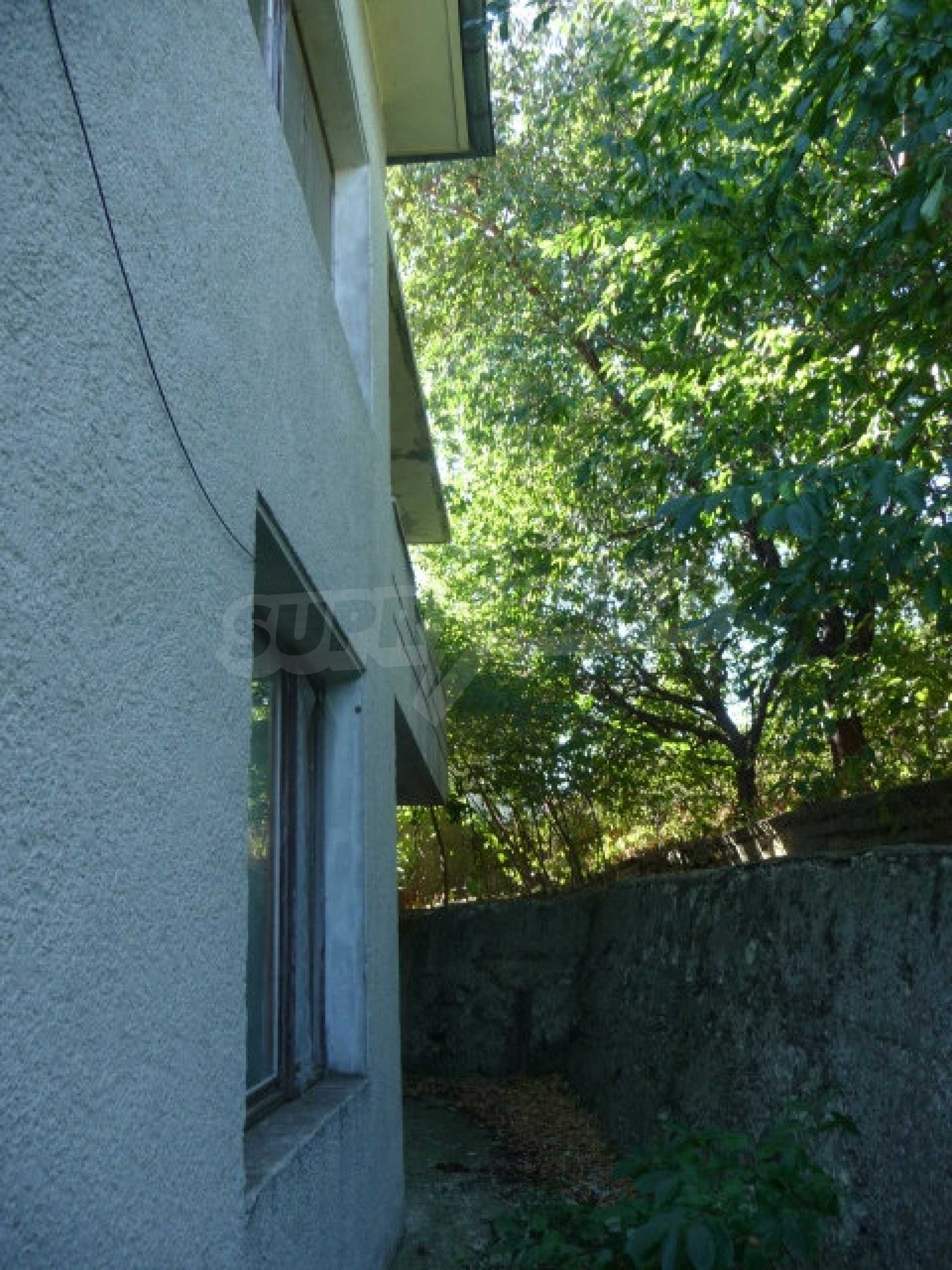 House with shop in Byala (Varna) 27