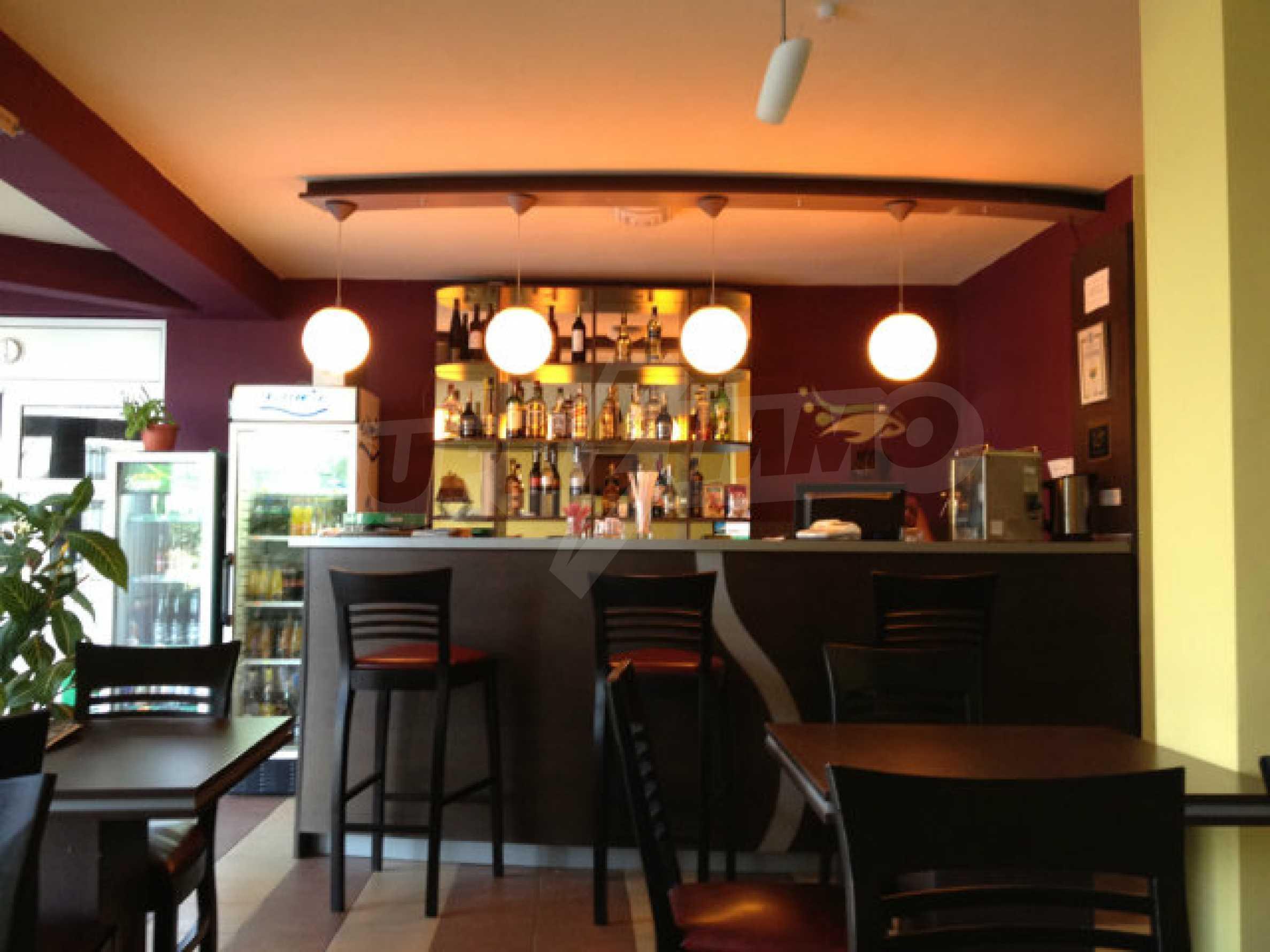 Café-Bar mit ausgestatteter Küche in Danubia Beach neben Widin und Fluss Donau 2