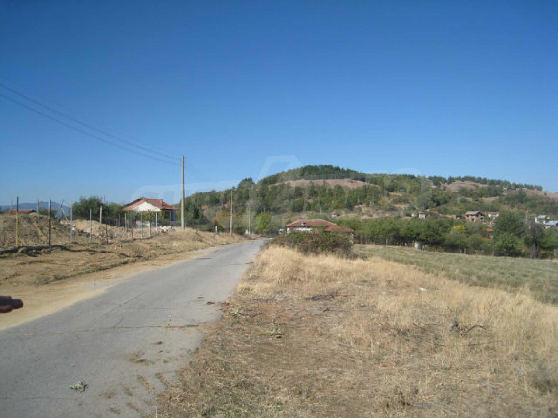 23 regulierte Nachbargrundstücke auf einer Asphaltstraße in der Gemeinde Ihtiman 2