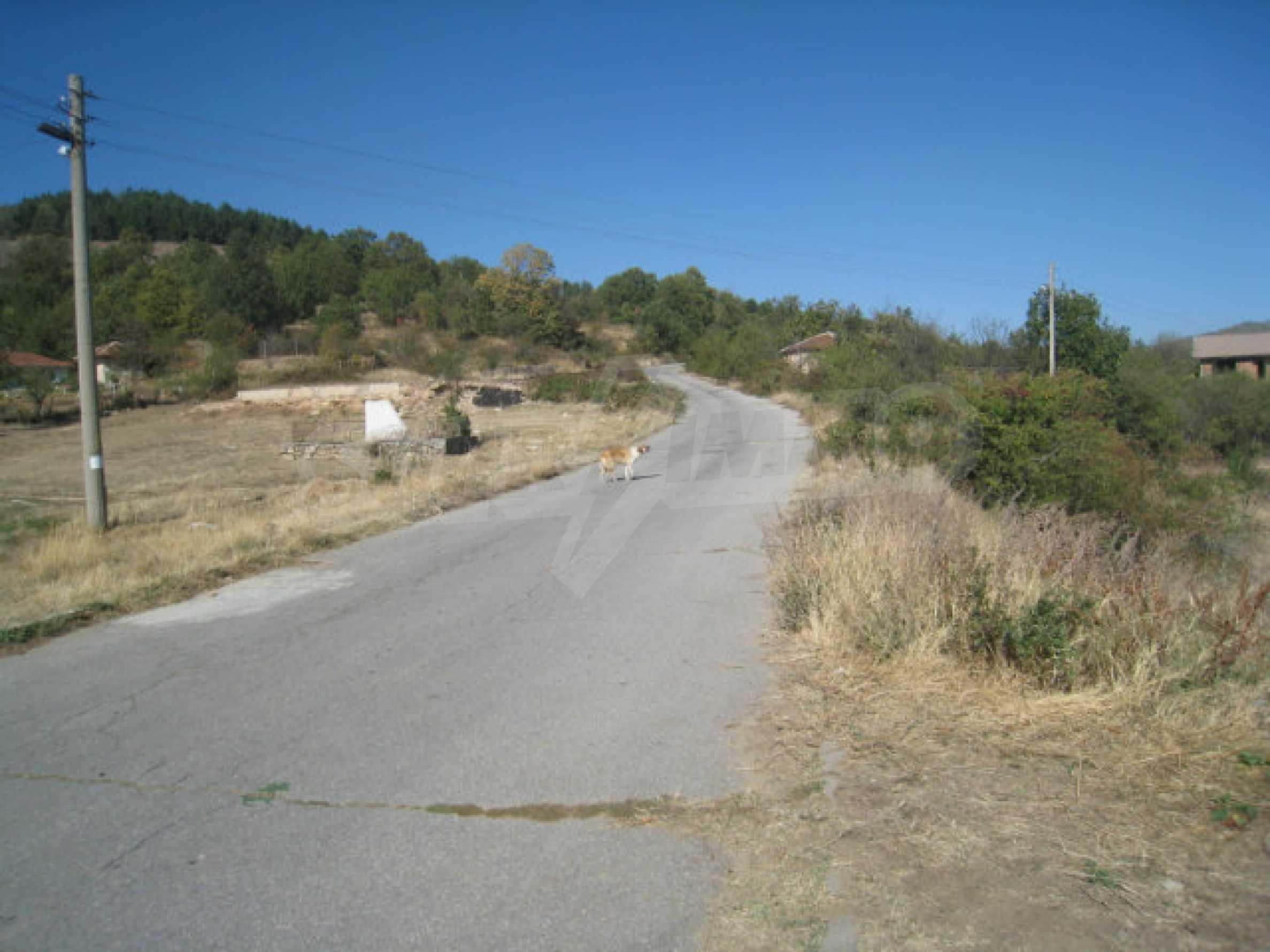 23 regulierte Nachbargrundstücke auf einer Asphaltstraße in der Gemeinde Ihtiman 49