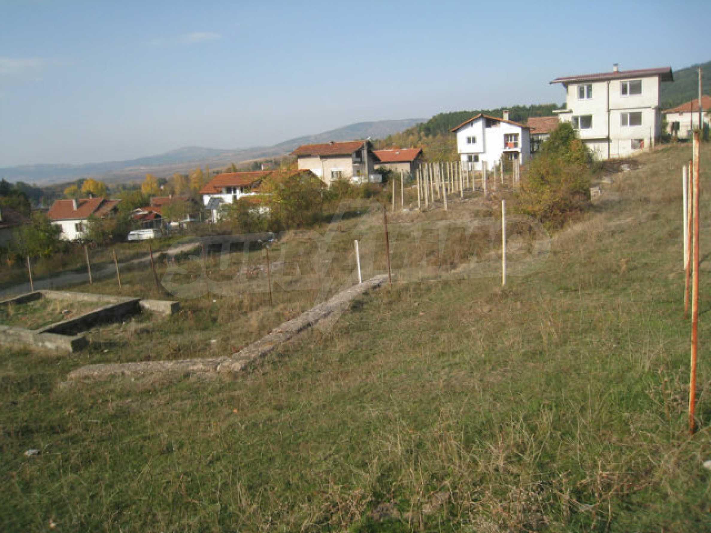 Reguliertes Grundstück im Zentrum eines malerischen Dorfes in der Nähe von Pernik und Sofia 10
