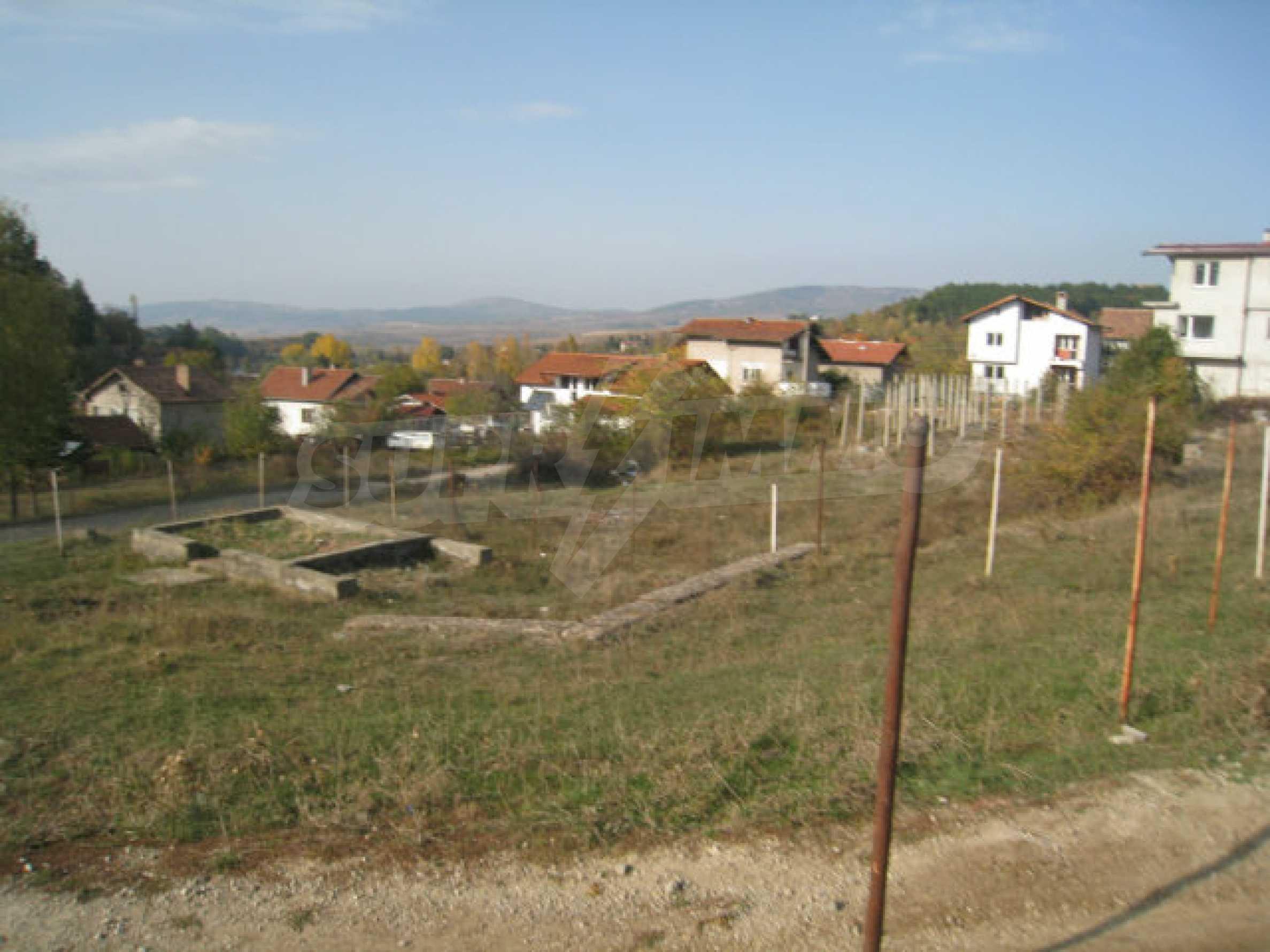 Reguliertes Grundstück im Zentrum eines malerischen Dorfes in der Nähe von Pernik und Sofia 1