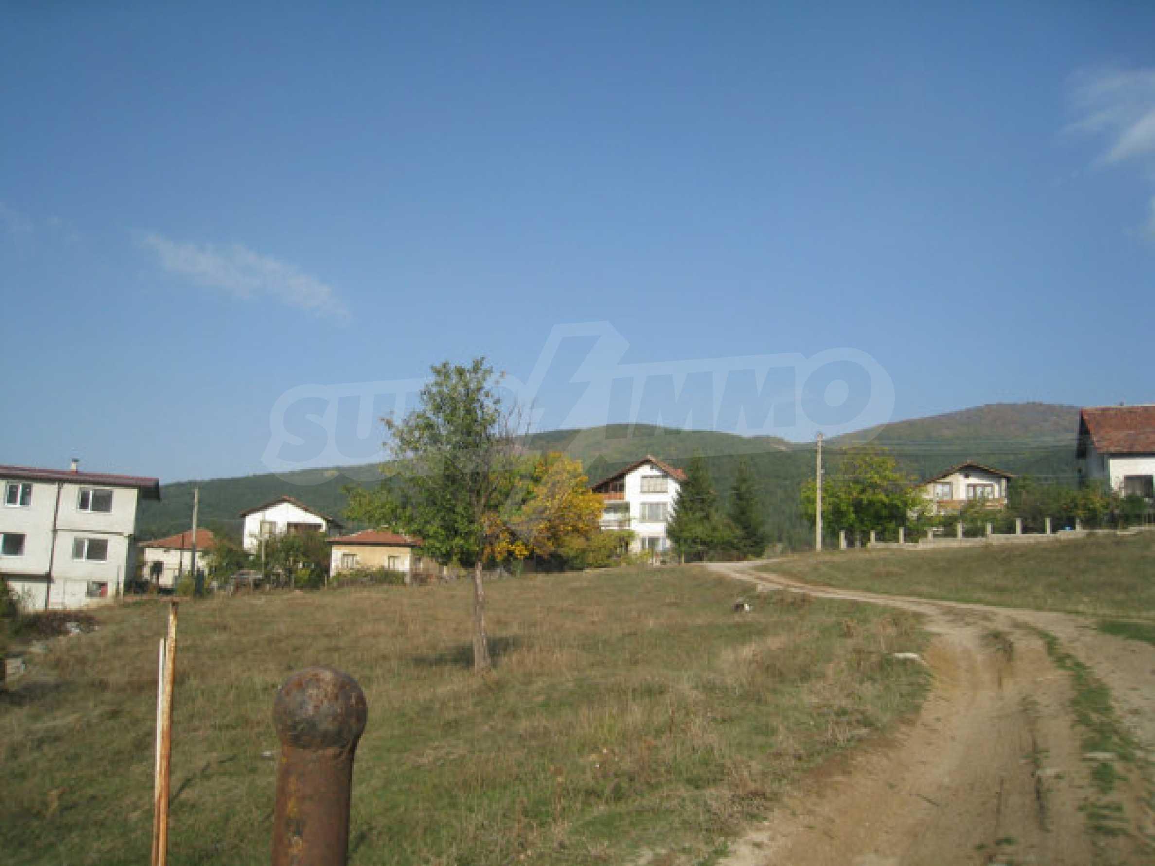 Reguliertes Grundstück im Zentrum eines malerischen Dorfes in der Nähe von Pernik und Sofia 21
