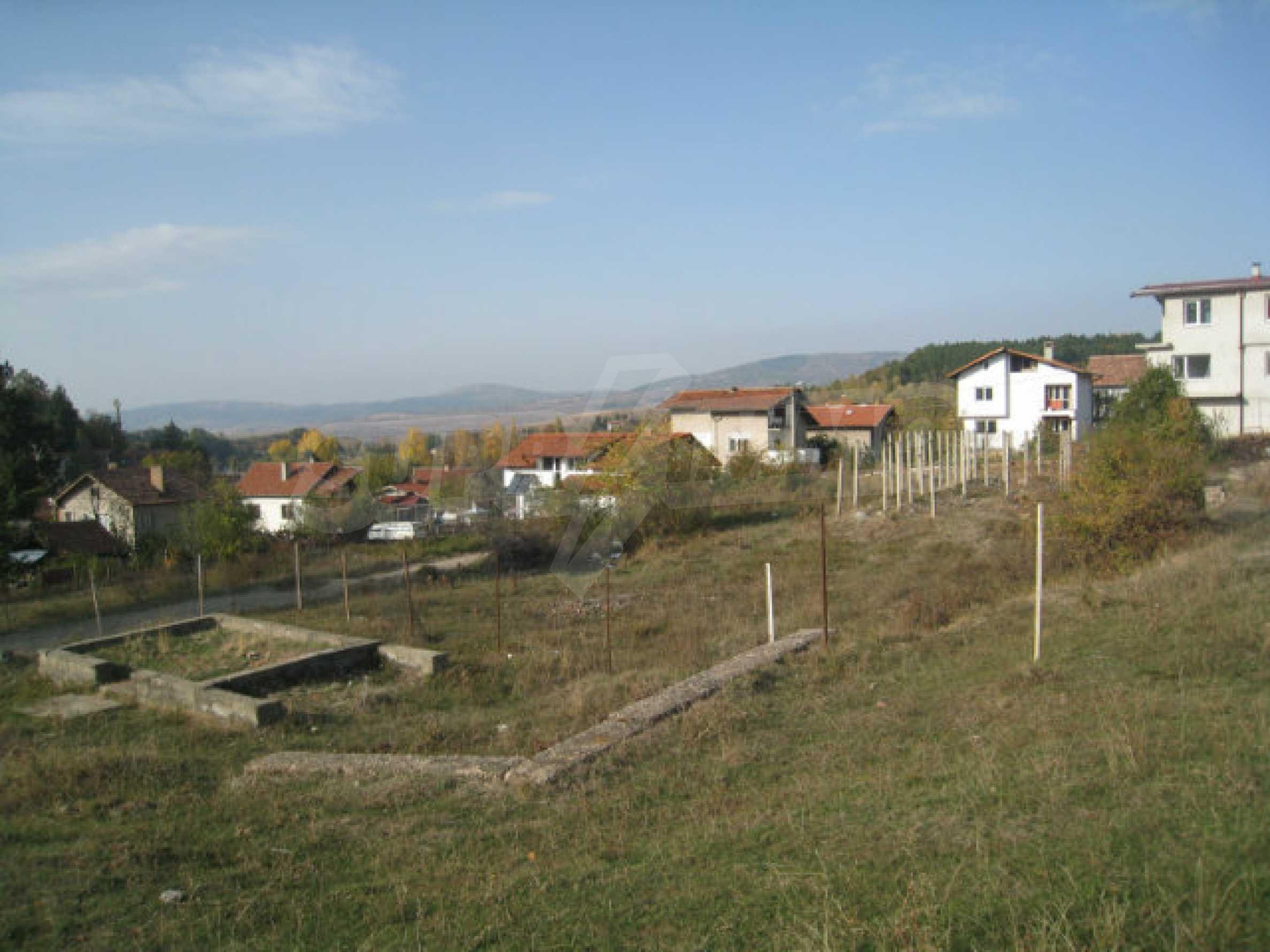 Reguliertes Grundstück im Zentrum eines malerischen Dorfes in der Nähe von Pernik und Sofia 2