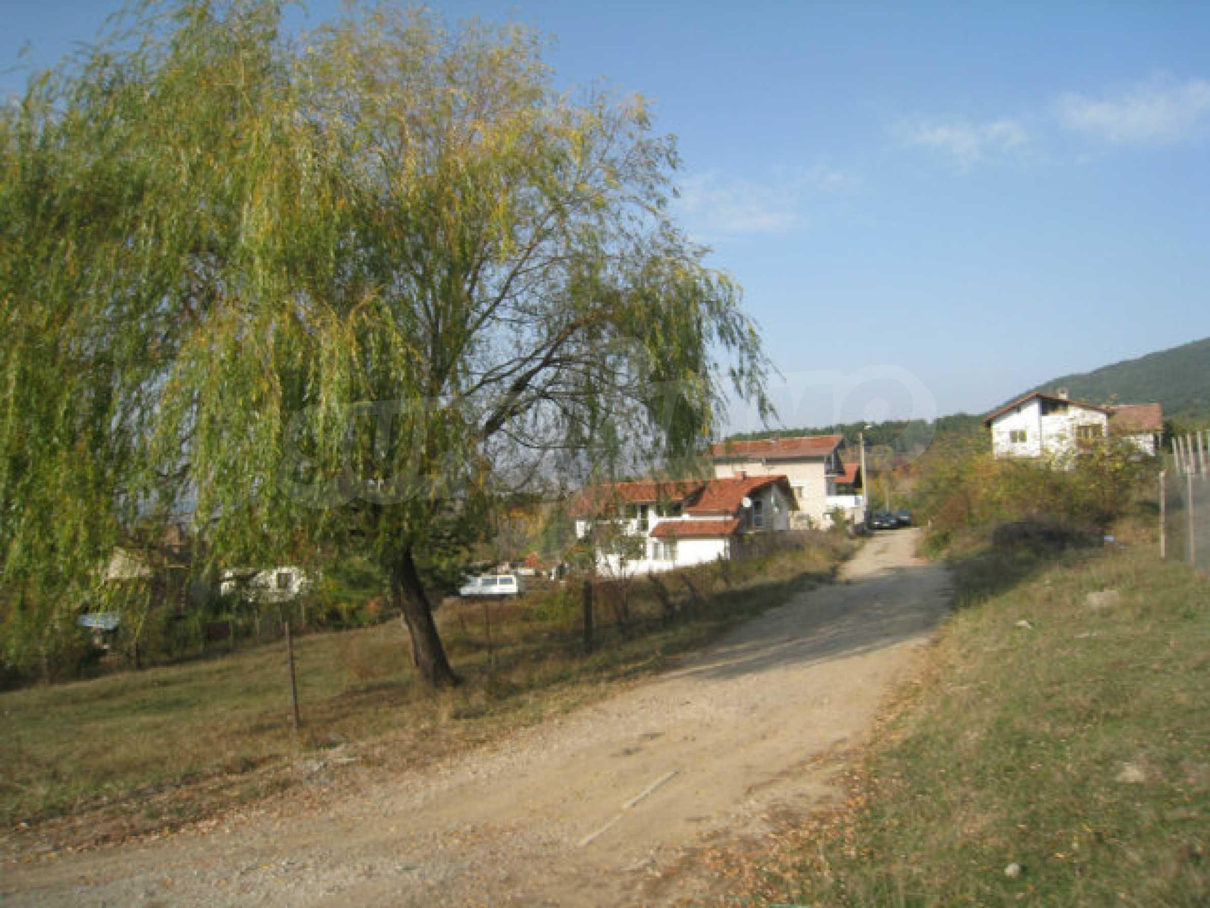 Reguliertes Grundstück im Zentrum eines malerischen Dorfes in der Nähe von Pernik und Sofia 5