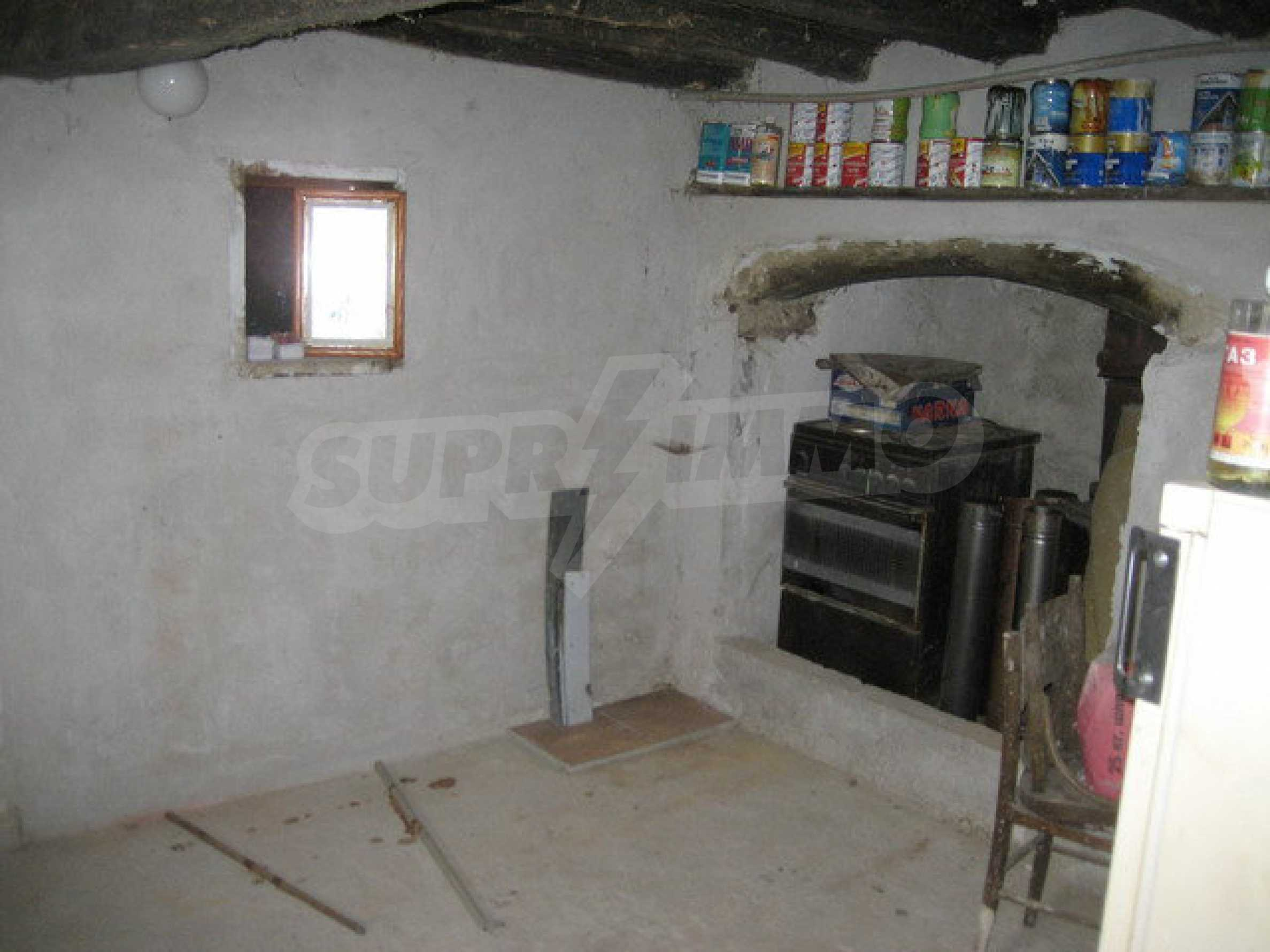Habitable house with yard in picturesque area near Veliko Tarnovo 12