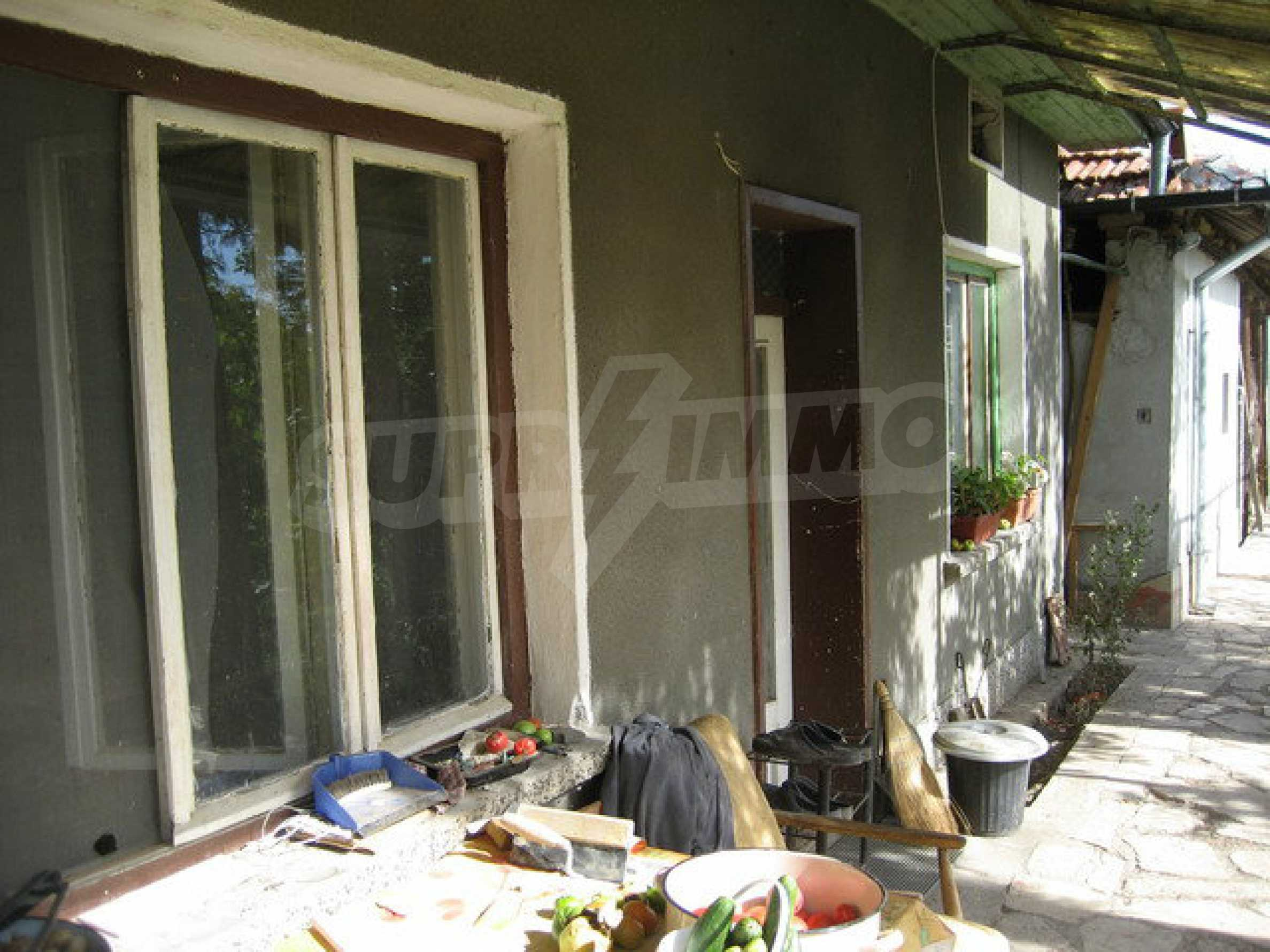 Habitable house with yard in picturesque area near Veliko Tarnovo 5