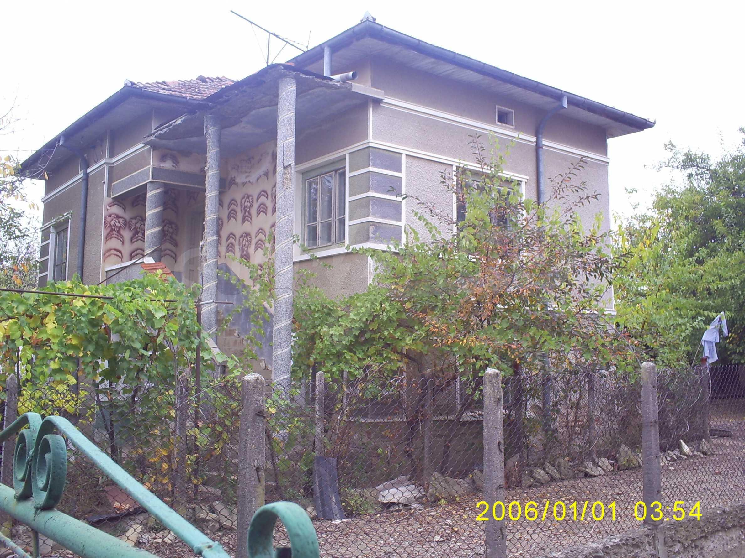 Ein solides zweistöckiges Haus mit einem Garten zum Schnäppchenpreis im Dorf Vidin