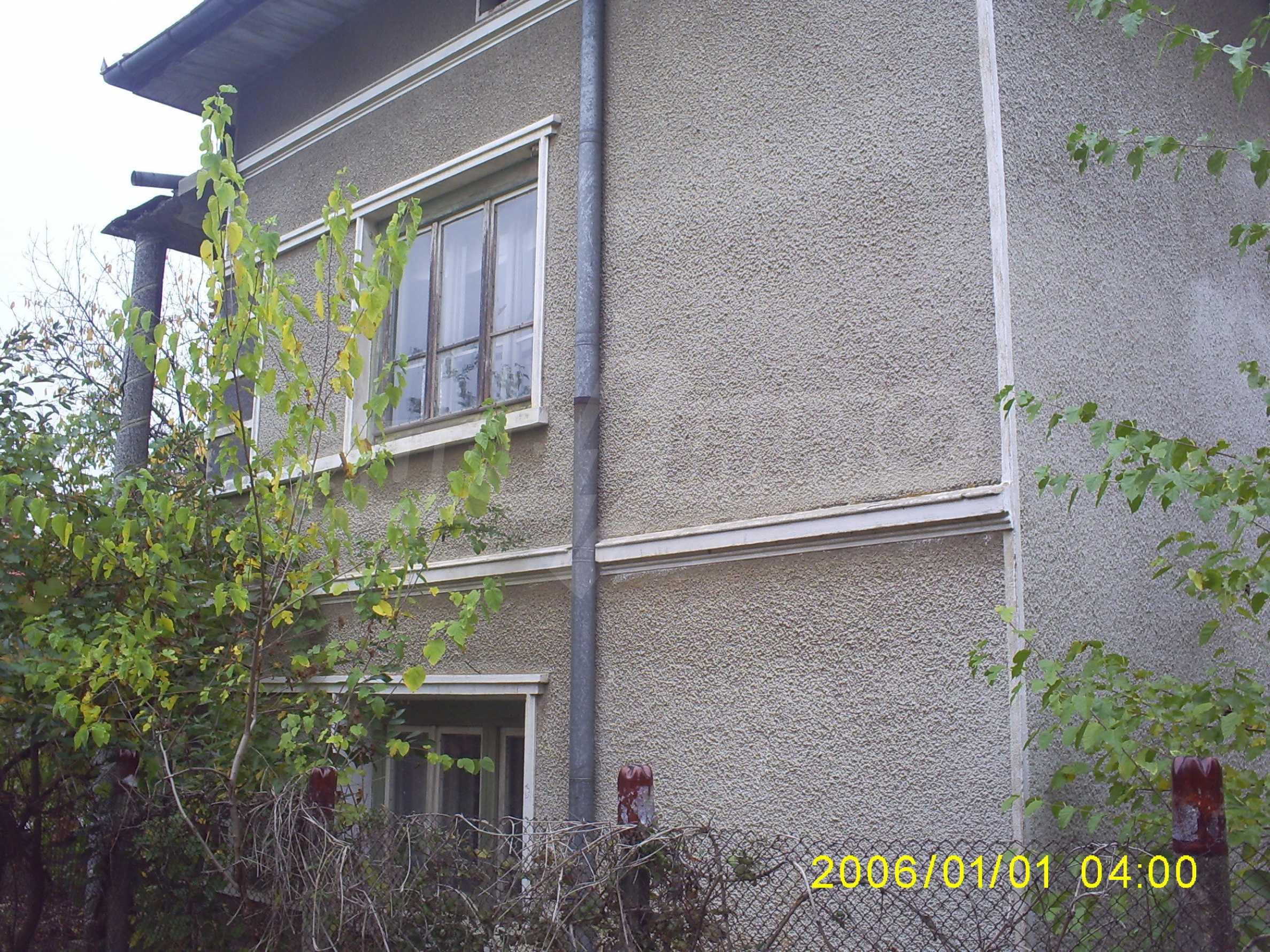 Ein solides zweistöckiges Haus mit einem Garten zum Schnäppchenpreis im Dorf Vidin 1