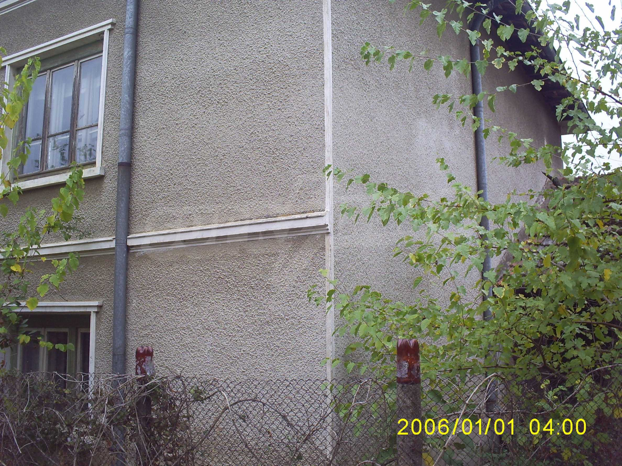 Ein solides zweistöckiges Haus mit einem Garten zum Schnäppchenpreis im Dorf Vidin 2