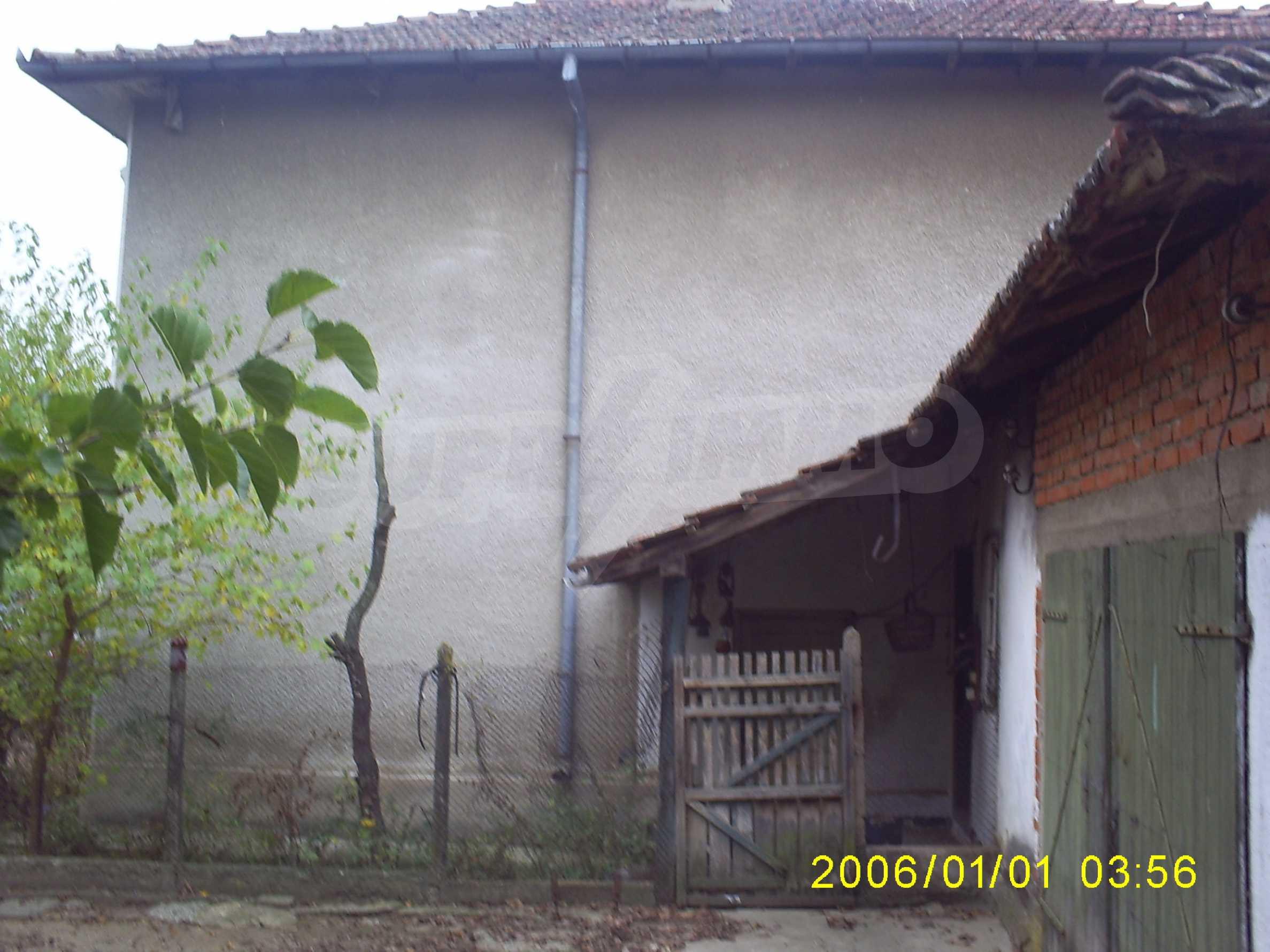Ein solides zweistöckiges Haus mit einem Garten zum Schnäppchenpreis im Dorf Vidin 3