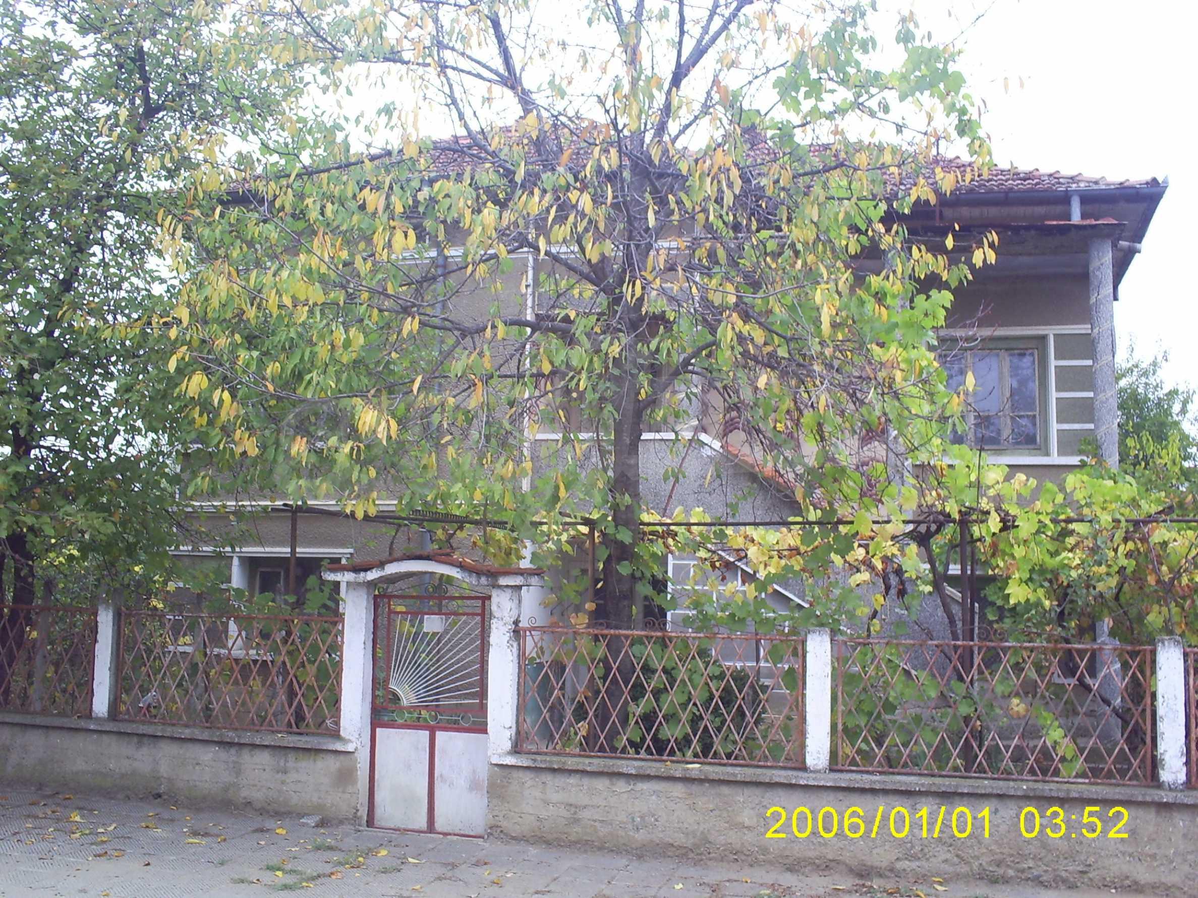 Ein solides zweistöckiges Haus mit einem Garten zum Schnäppchenpreis im Dorf Vidin 6