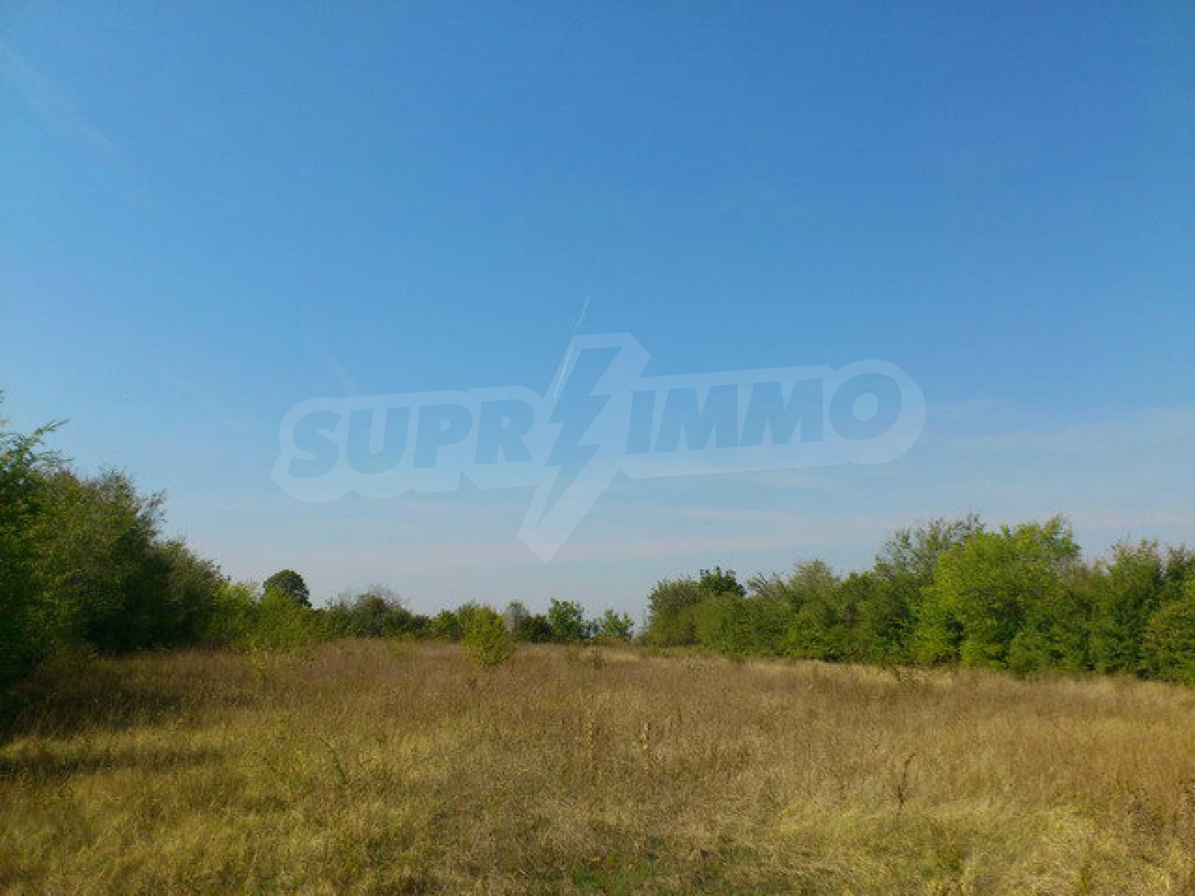 Geregeltes Grundstück mit einem Teil der landwirtschaftlichen Nutzfläche in einem Dorf 9 km. von Veliko Tarnovo 2