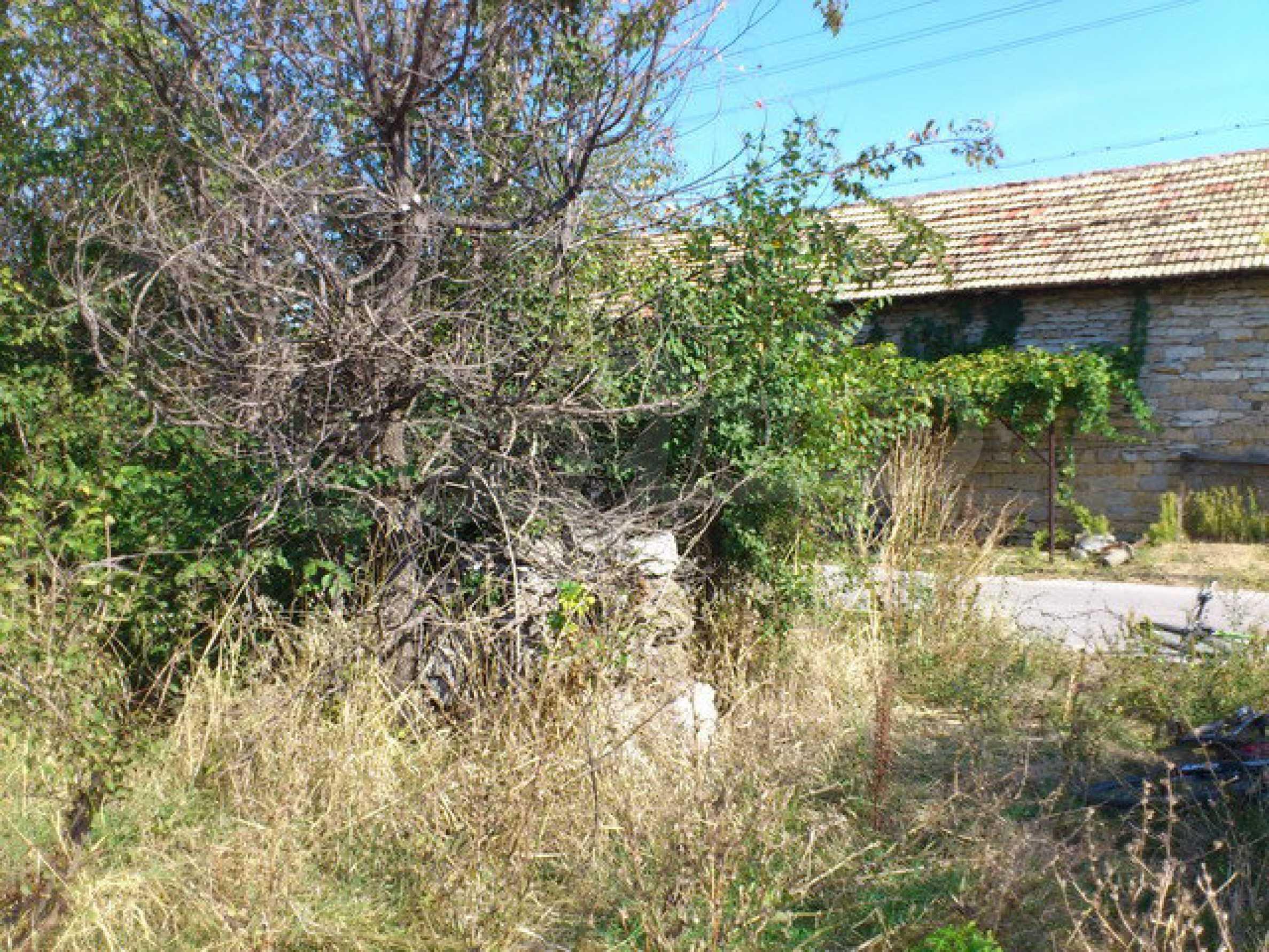 Geregeltes Grundstück mit einem Teil der landwirtschaftlichen Nutzfläche in einem Dorf 9 km. von Veliko Tarnovo 7