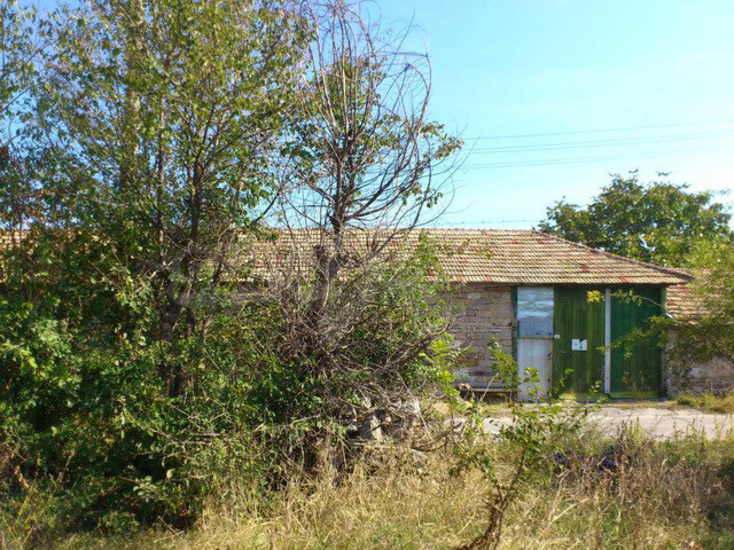 Geregeltes Grundstück mit einem Teil der landwirtschaftlichen Nutzfläche in einem Dorf 9 km. von Veliko Tarnovo 4