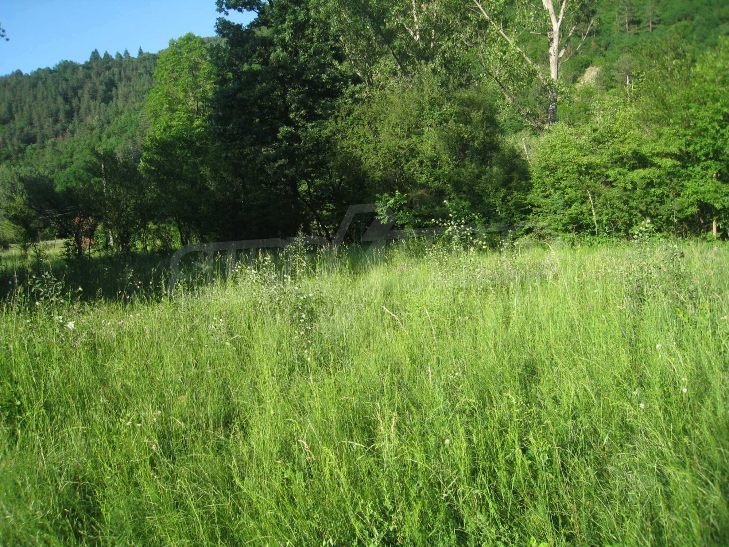 Geregeltes Grundstück in der Nähe der Flüsse Iskar und Svoge