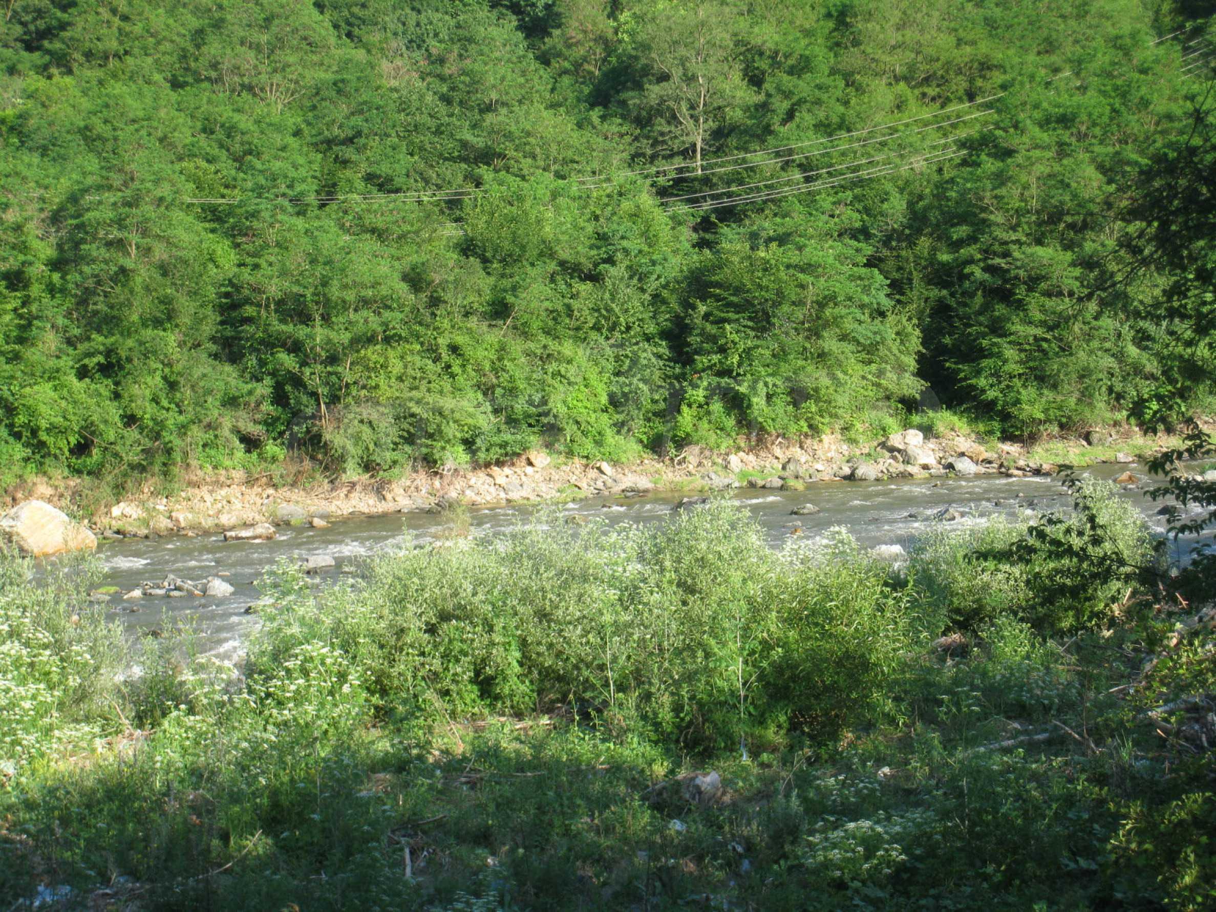 Geregeltes Grundstück in der Nähe der Flüsse Iskar und Svoge 10