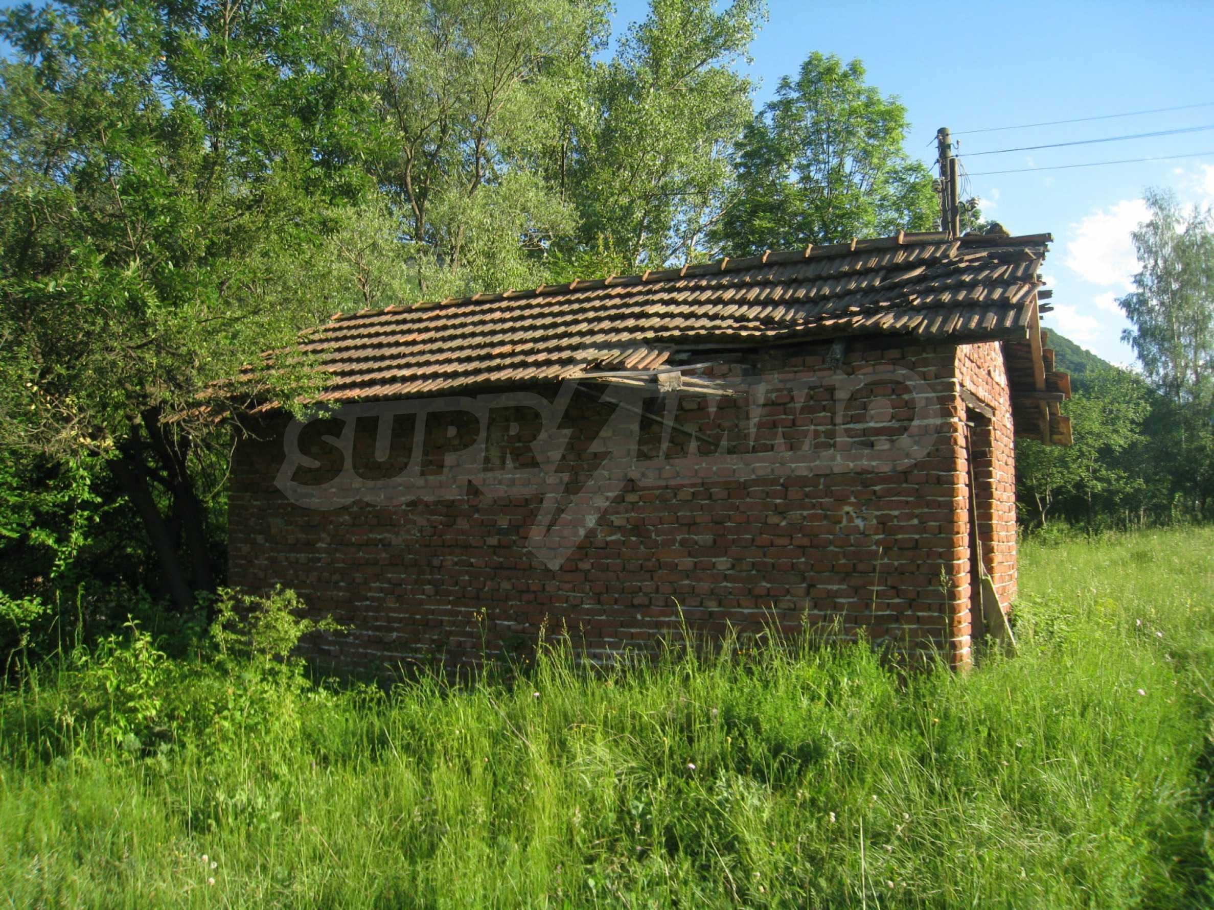 Geregeltes Grundstück in der Nähe der Flüsse Iskar und Svoge 13
