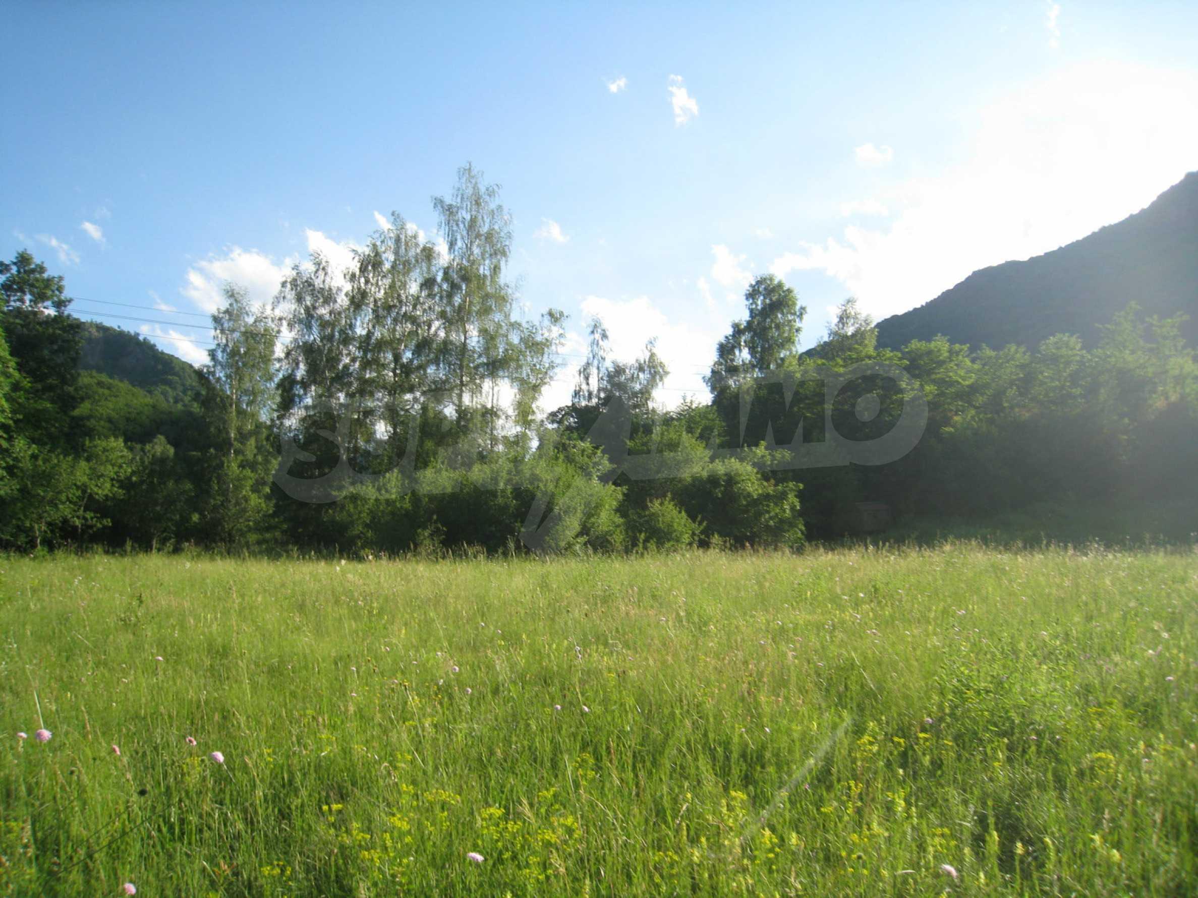 Geregeltes Grundstück in der Nähe der Flüsse Iskar und Svoge 16